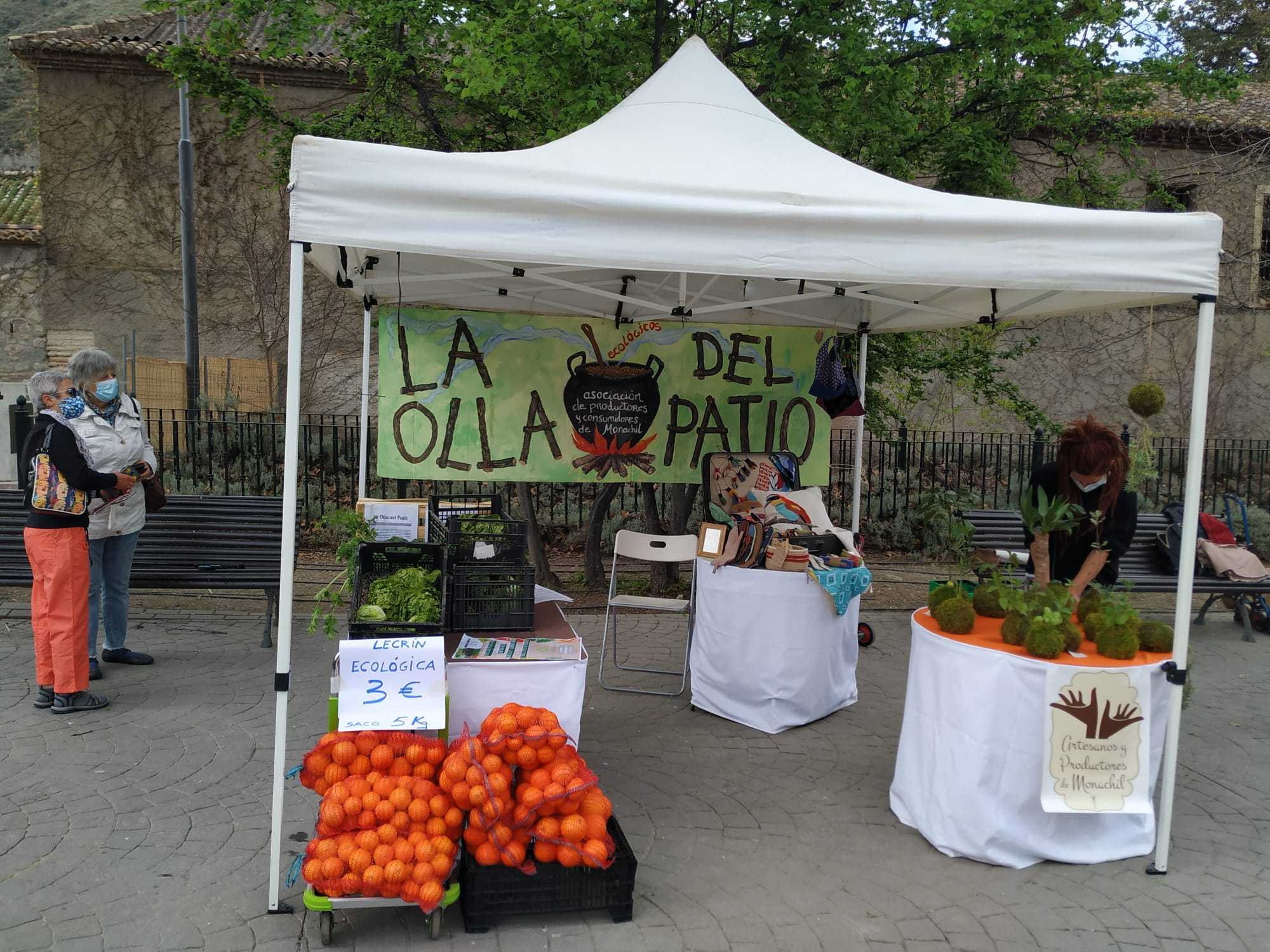 El Mercado de Artesanos de Monachil vuelve a sacar a la calle productos del municipio