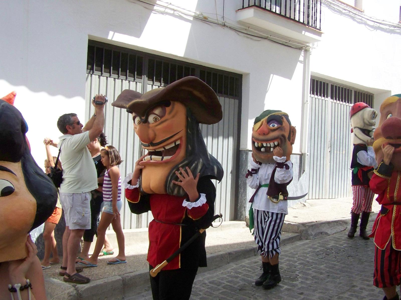 Montefrío organiza un taller de gigantes y cabezudos para impulsar esta tradición centenaria