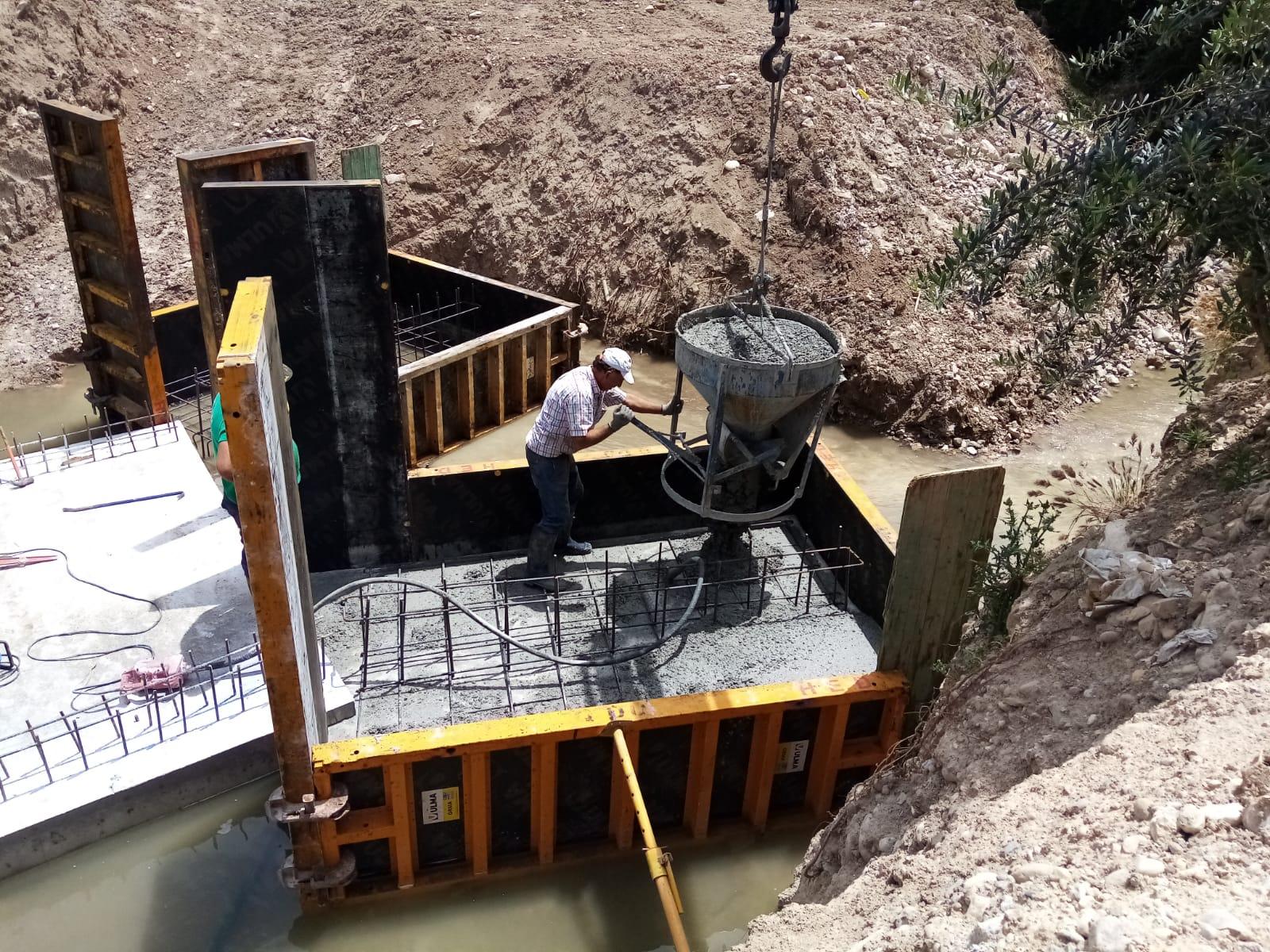 Huétor Tájar derruye el Puente del Azúcar y construye uno nuevo más ancho para que quepan los tractores