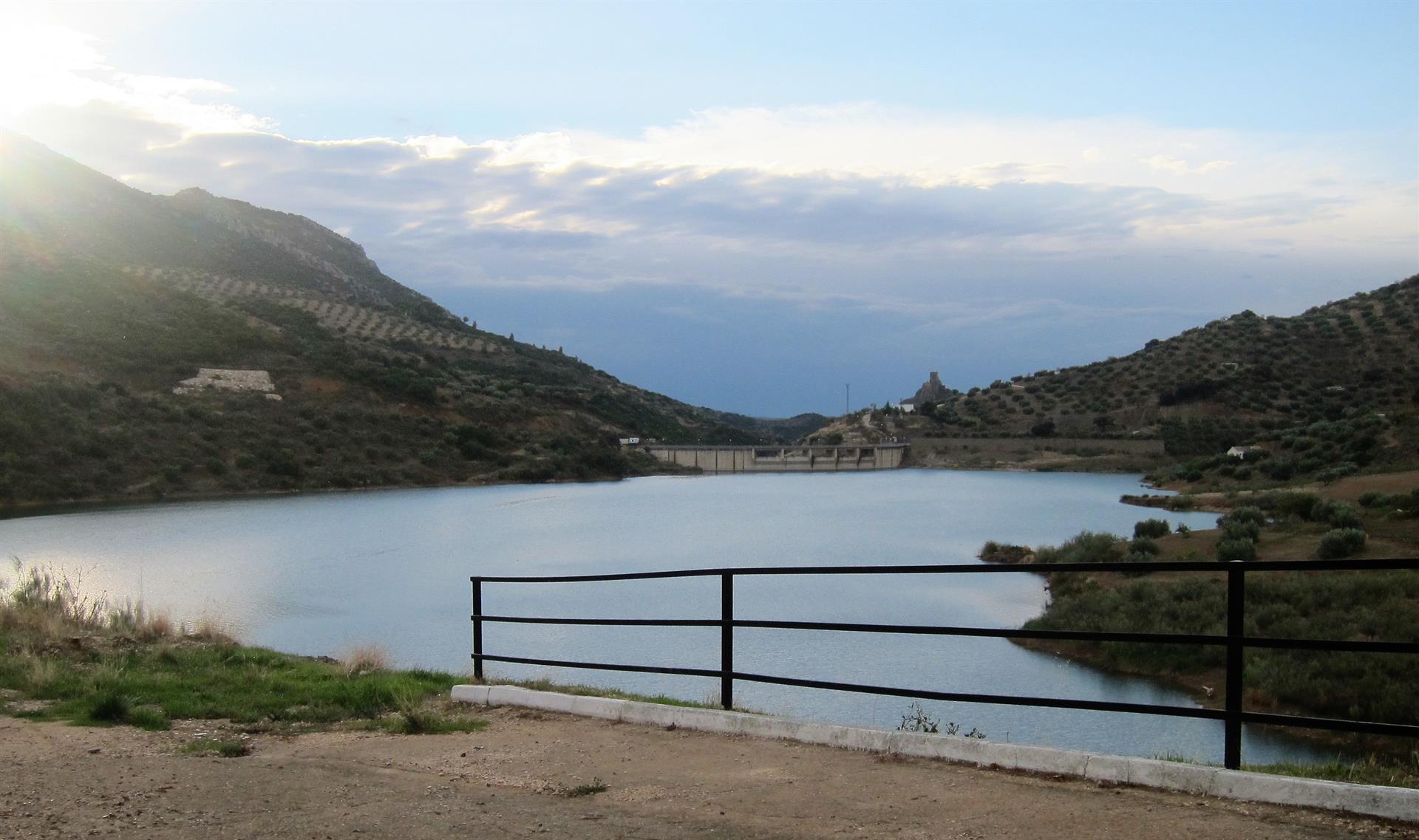Los embalses del Guadalquivir bajan al 37,15% de su capacidad y los de la Mediterránea Andaluza al 49,23%