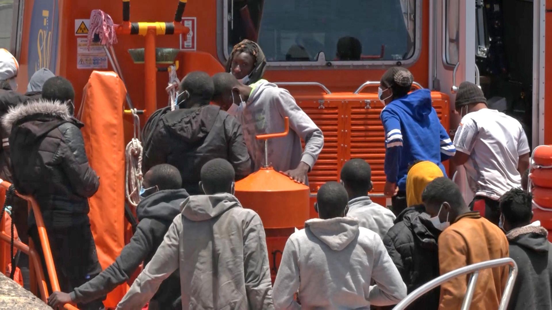 Ascienden a 80 los migrantes trasladados a las costas andaluzas tras navegar en patera este domingo