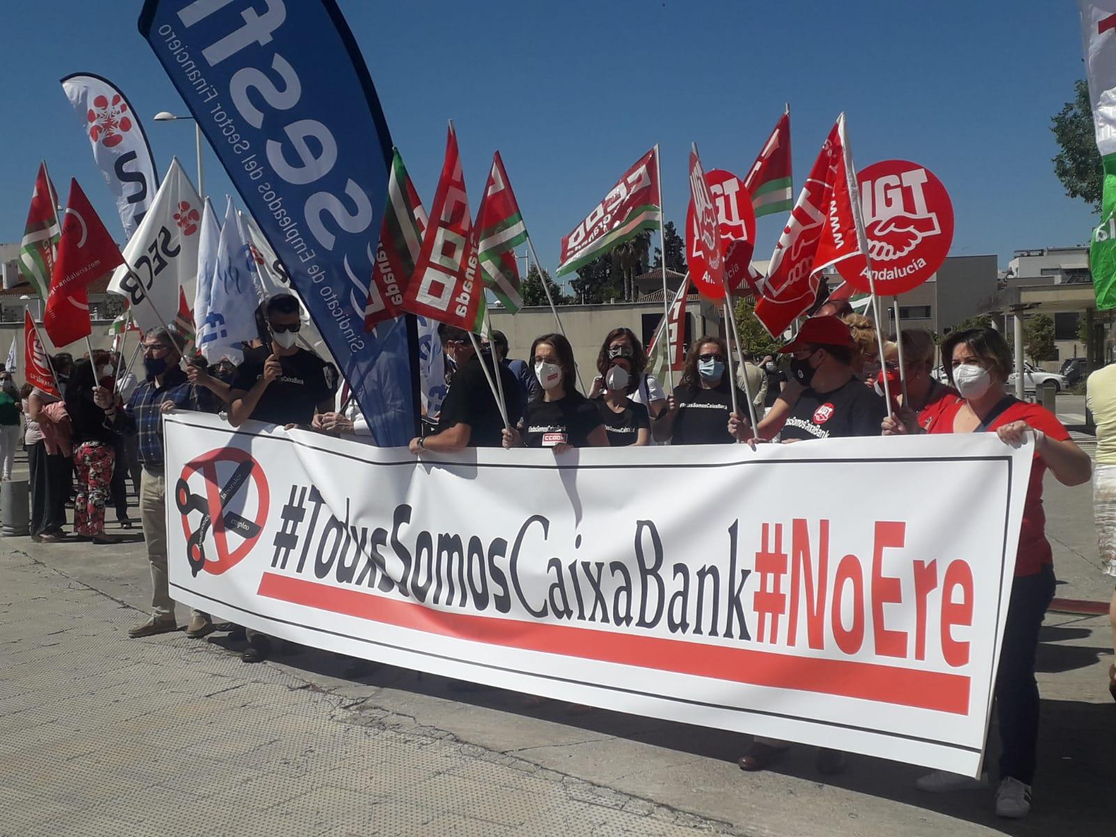 Continúan los paros en CaixaBank como protesta por el ERE