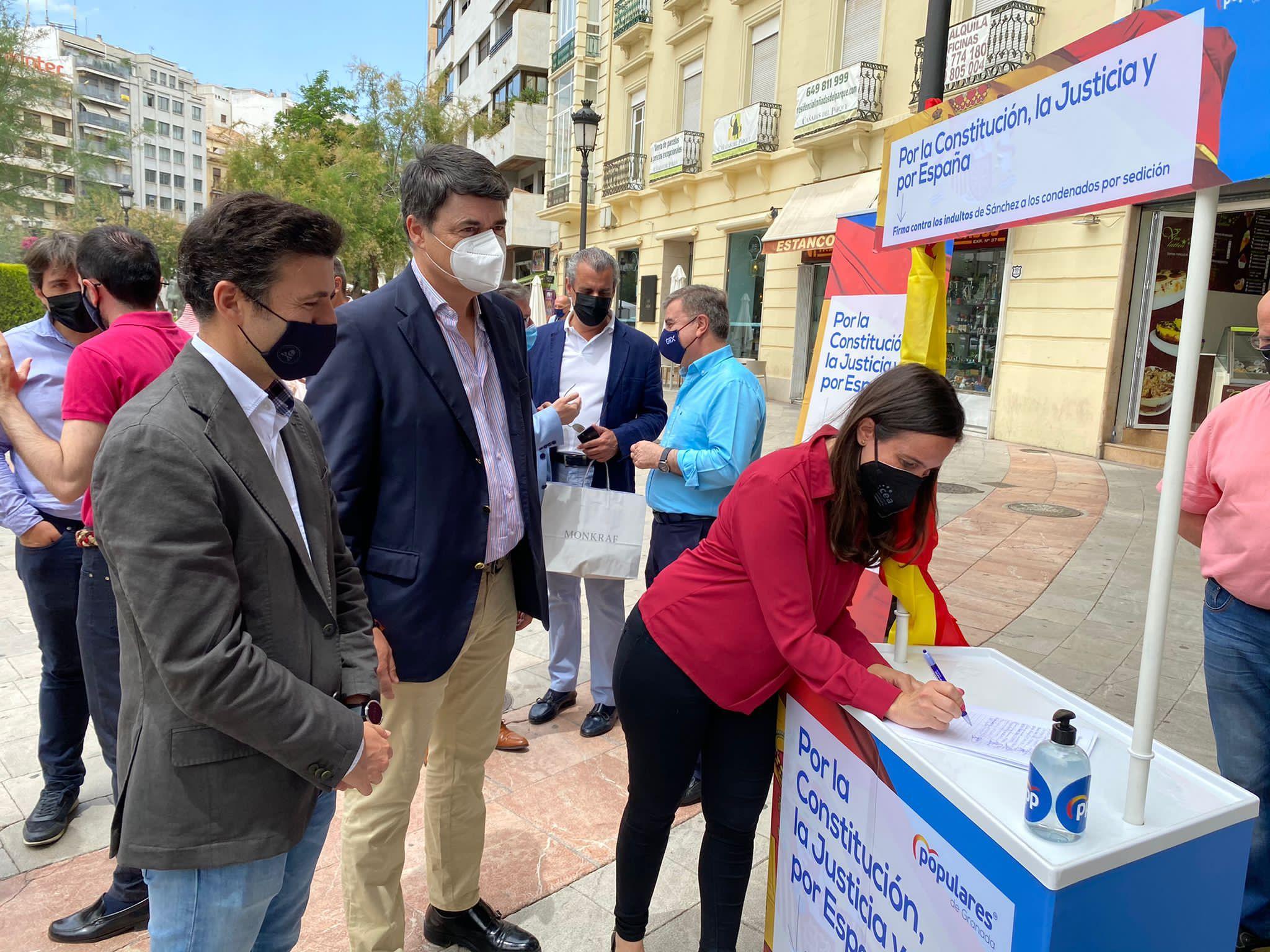 El PP de Granada inicia una campaña de recogida de firmas contra los indultos del gobierno