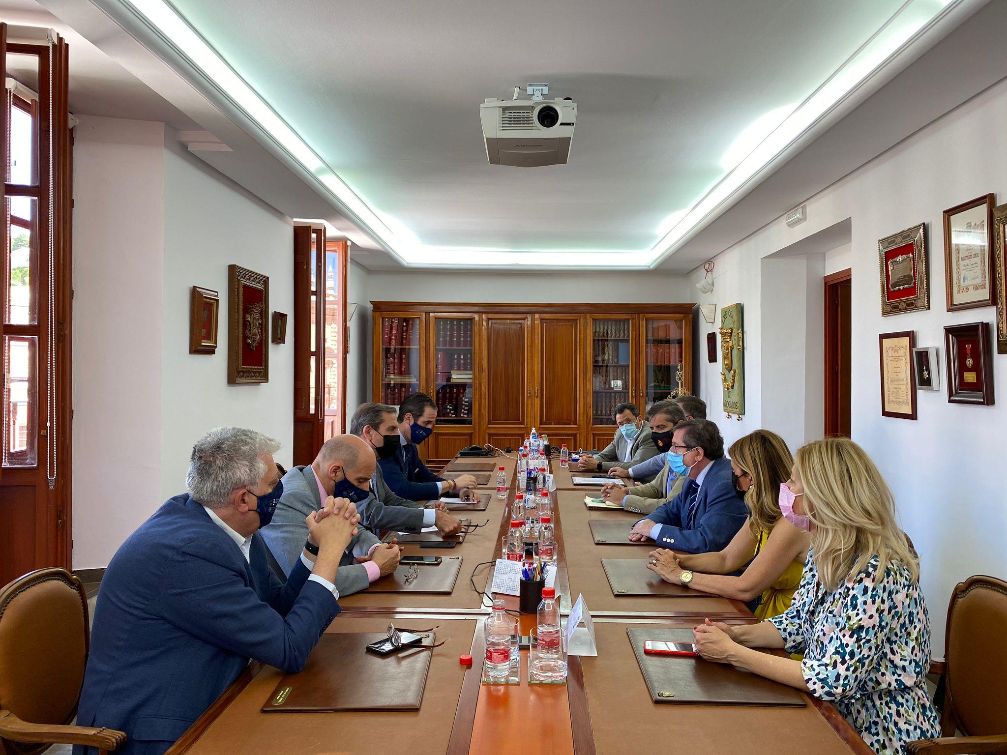 El Grupo Municipal Popular mantiene un encuentro con el decano del Colegio de Abogados