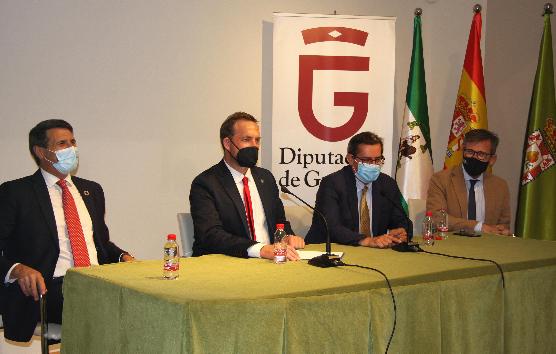 La Diputación de Granada propicia un encuentro entre empresarios y el Ministerio de Turismo