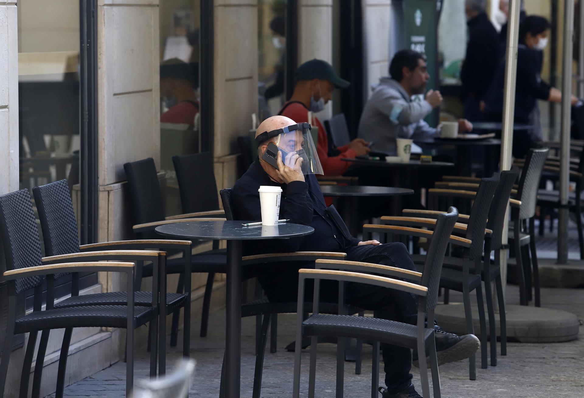 Hosteleros andaluces rechazan nuevas restricciones del BOE y confían en mantener plan de desescalada de Junta