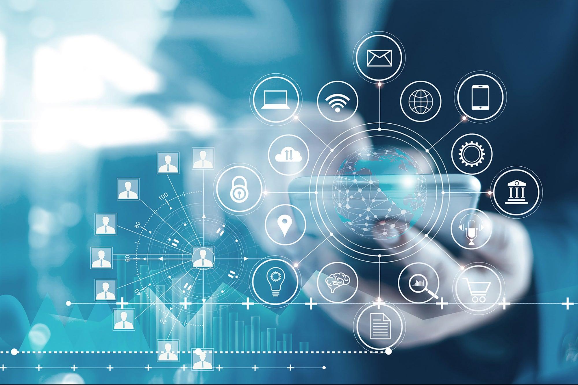 La UGR impulsa el primer máster universitario dual en Transformación Digital de Empresas