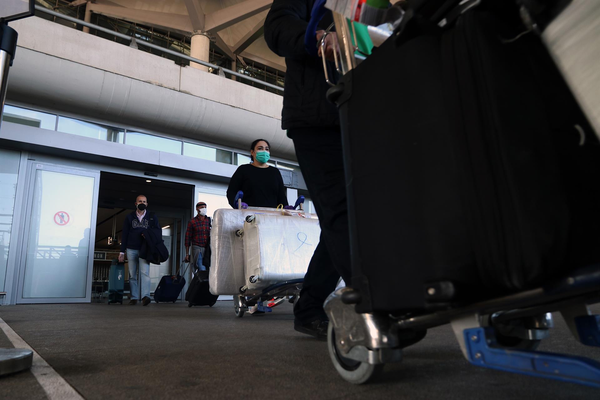 La llegada de turistas internacionales cae un 86,1% en Andalucía hasta abril y el gasto hasta los 215 millones