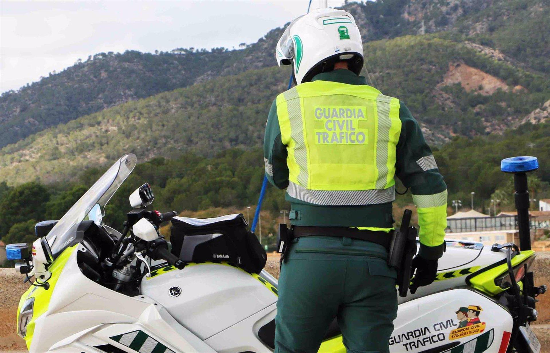 Buscan a un conductor fugado tras atropellar a un ciclista que permanece grave en la UCI