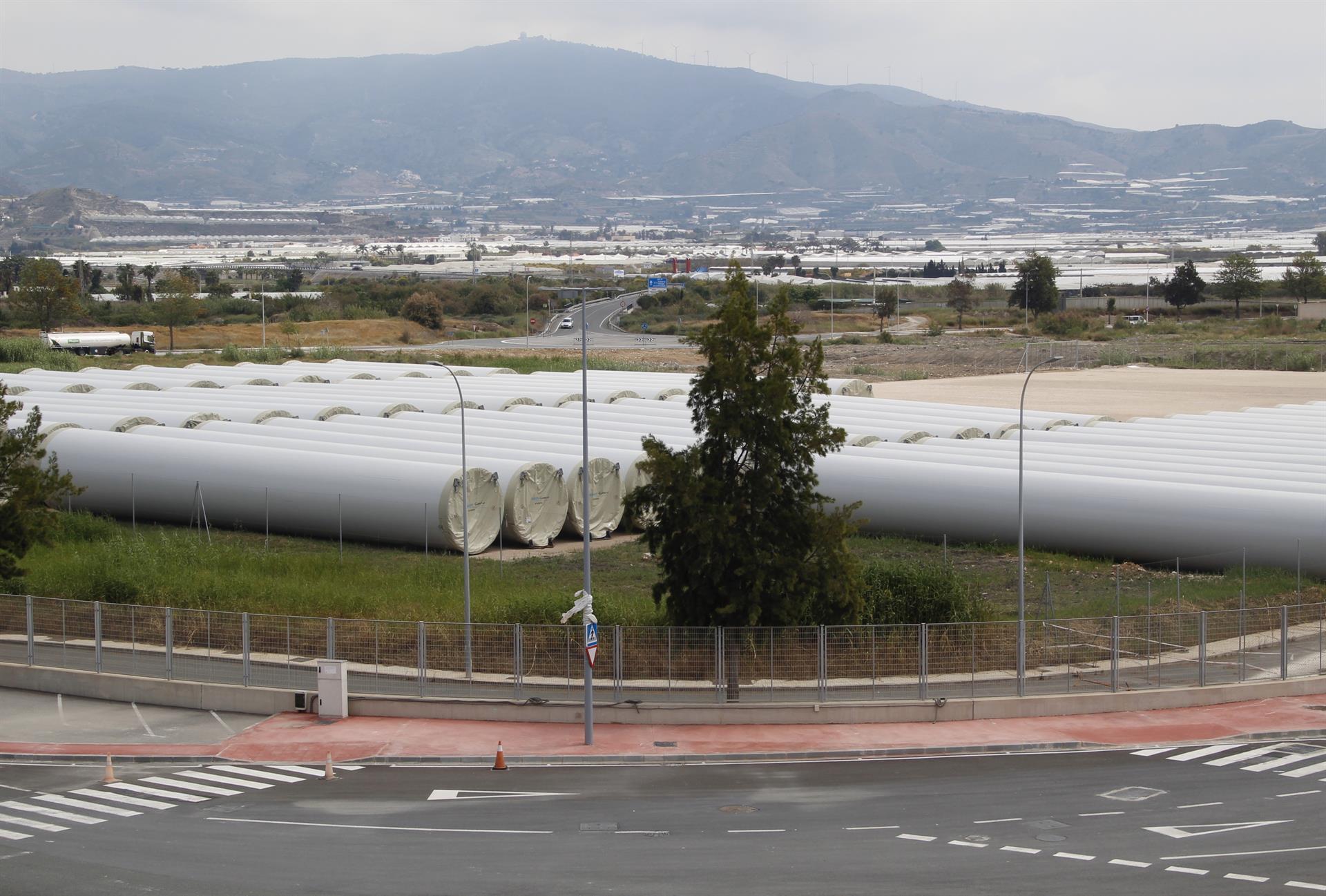 El puerto impulsa un vial para facilitar el acceso directo de grandes mercancías desde la autovía