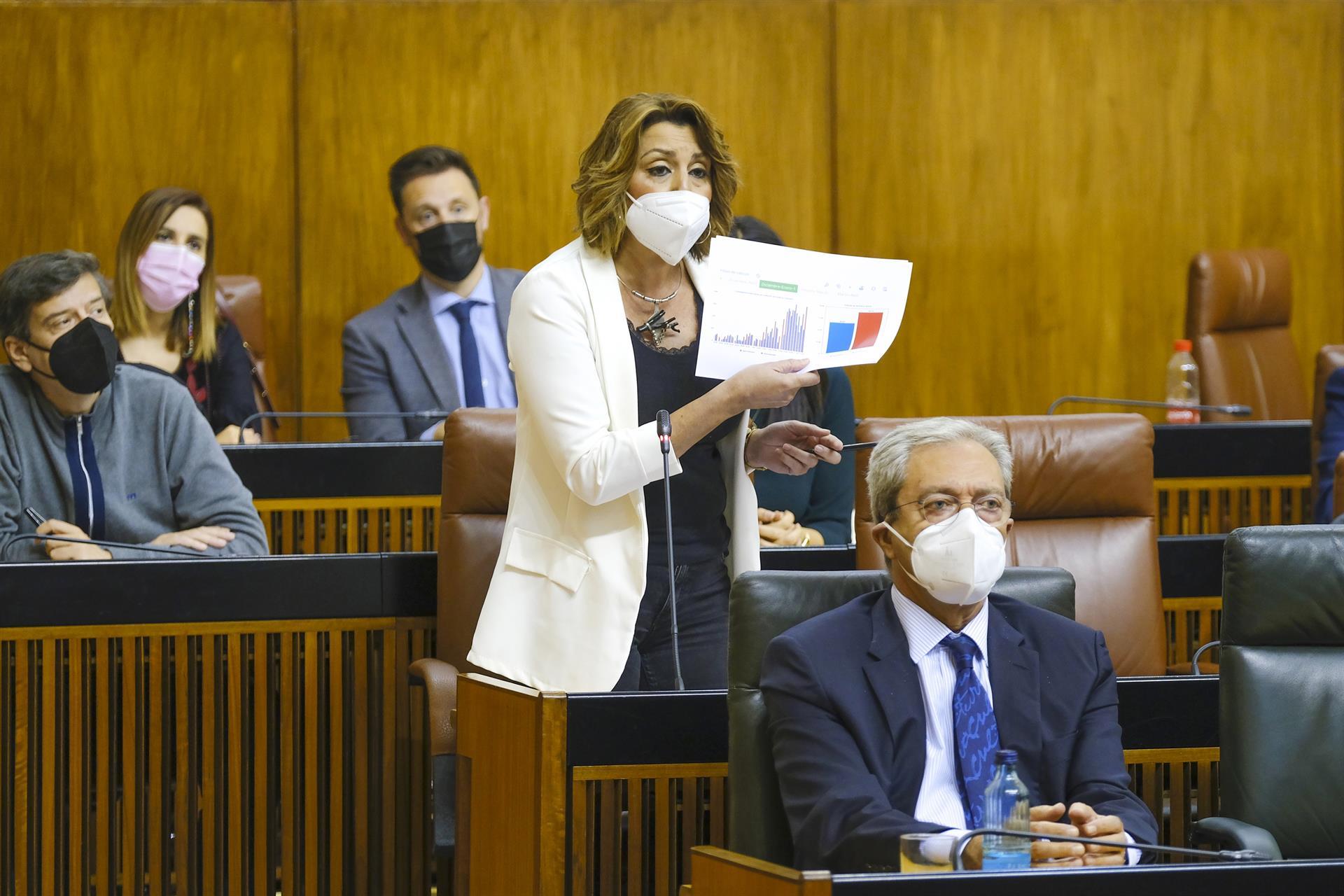 Susana Díaz pregunta a Moreno si se hará la foto de Colón «para seguir blanqueando a la ultraderecha»