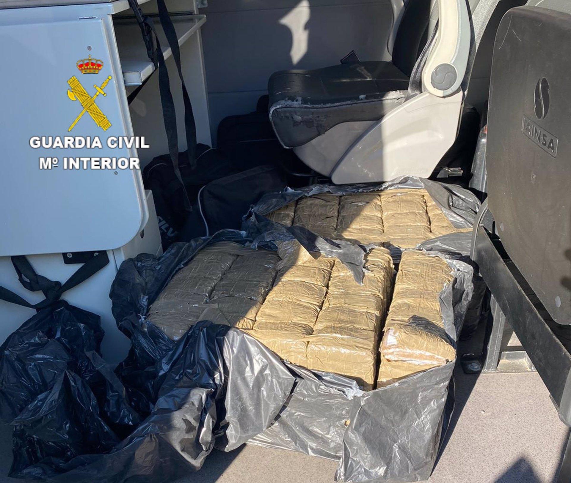Detenido por transportar 63 kilos de hachís en un vehículo de alquiler tras una persecución