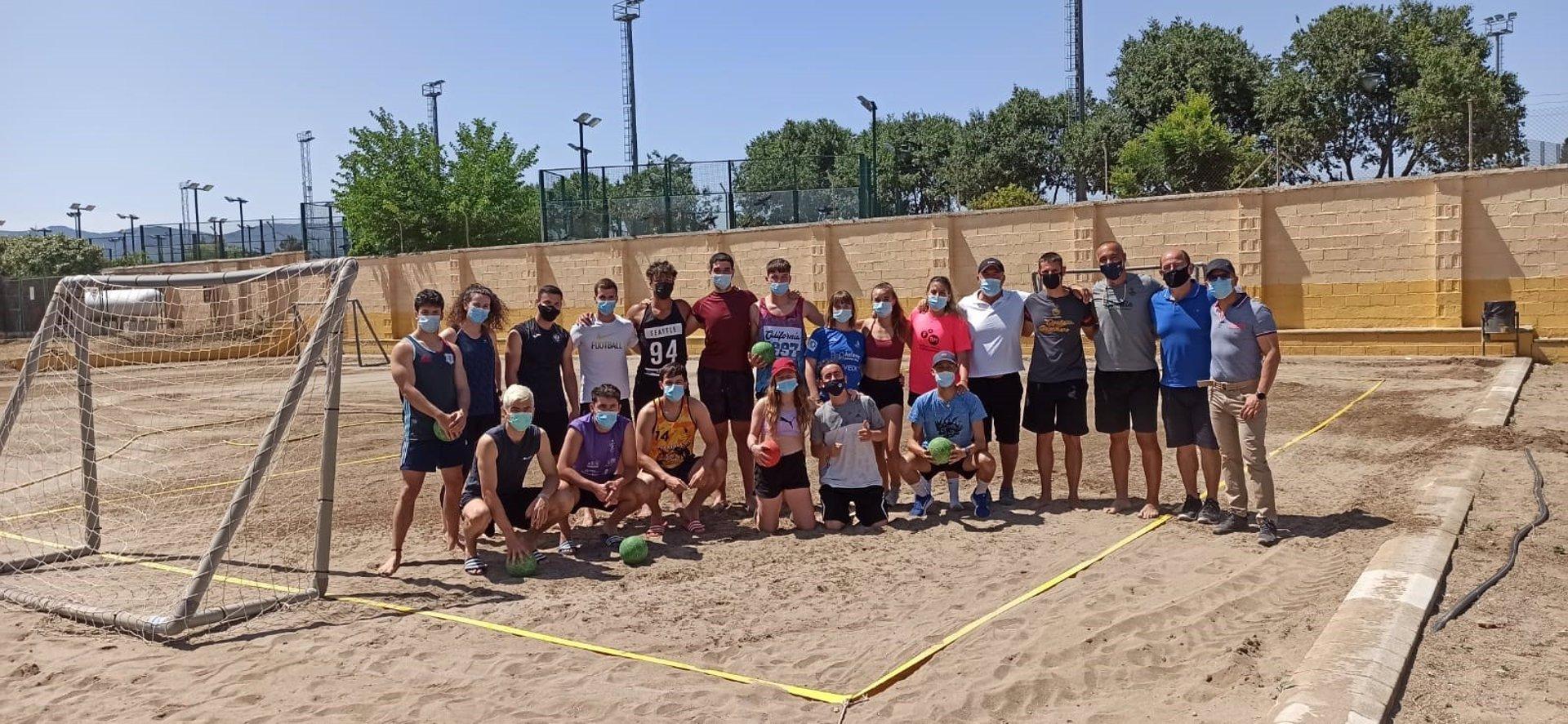 La Ciudad Deportiva de Diputación acoge la primera jornada de iniciación al balonmano playa