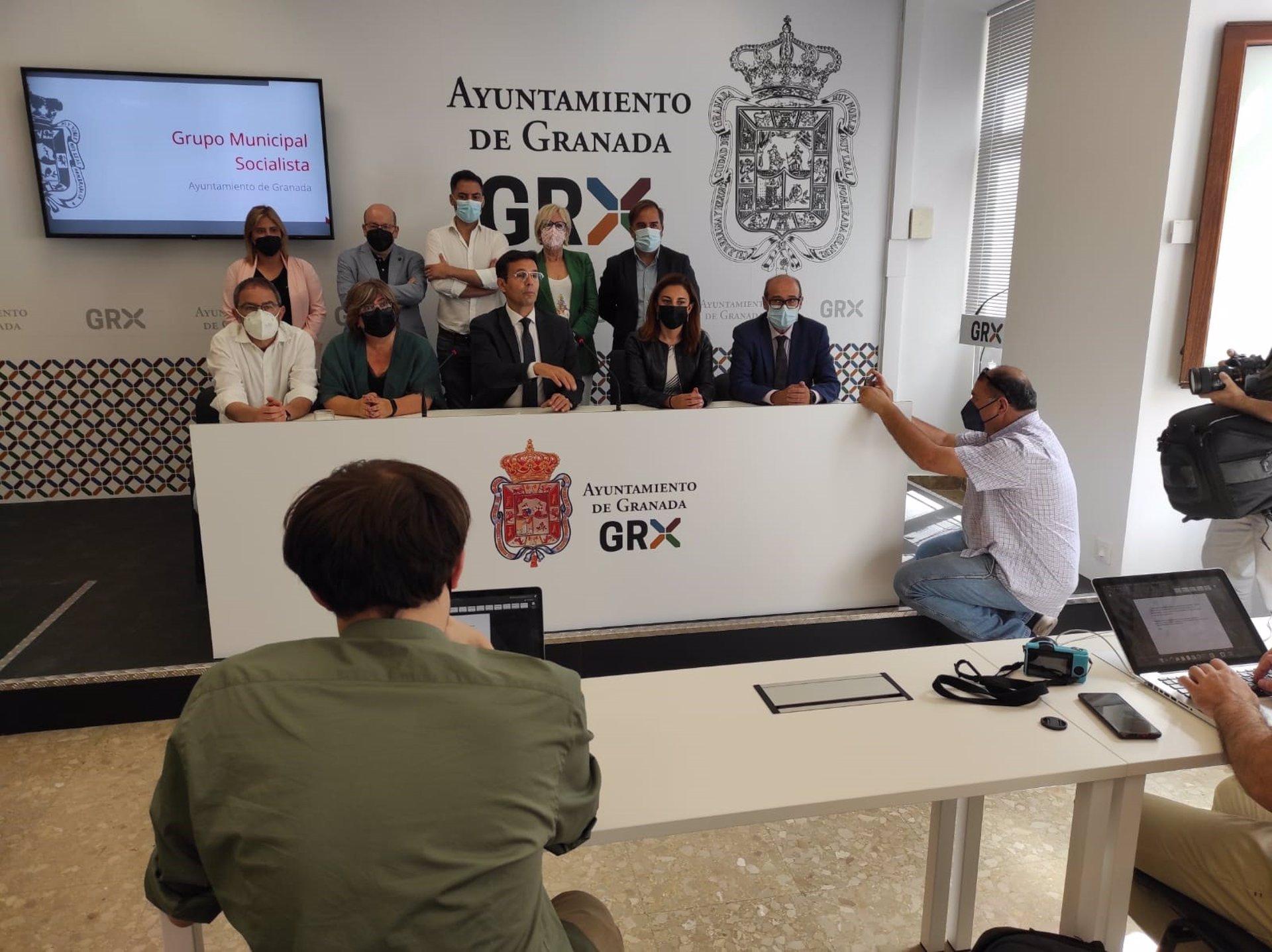El PSOE anuncia contactos para plantear una moción de censura si el alcalde no dimite en 72 horas
