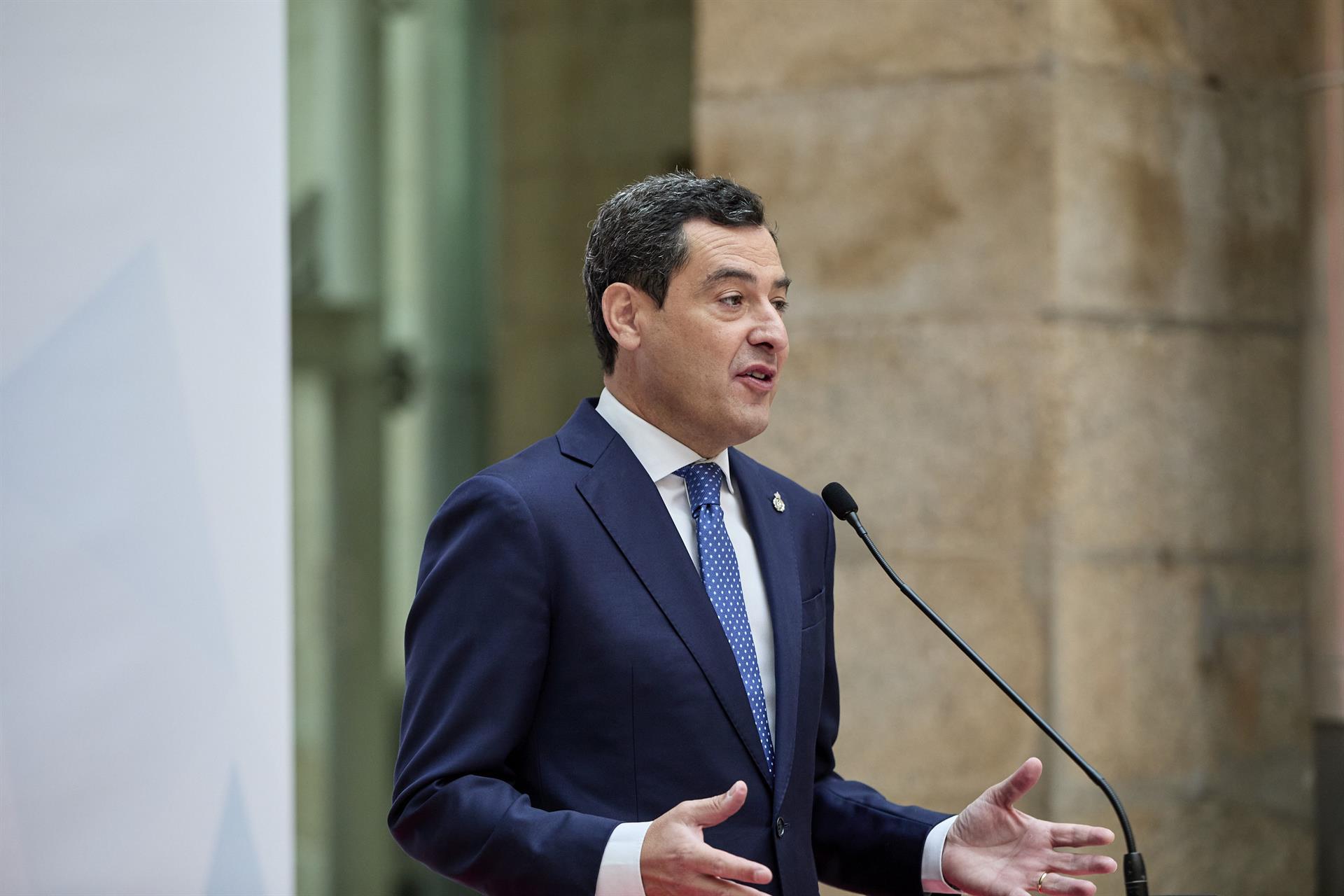 Moreno pide «mucha cabeza» ante posibles contagios, aunque el 59% de andaluces mayores de 16 esté vacunado