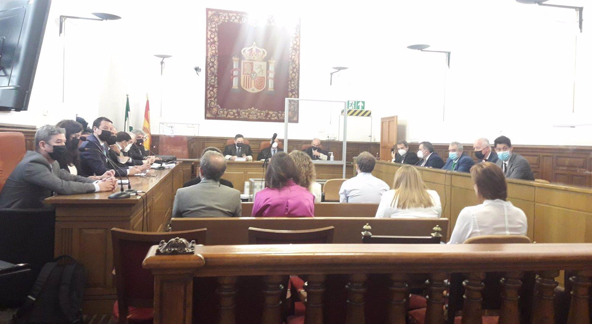 Dos años de prisión por contrataciones 'fantasma' en Emucesa para dos exconcejales del PP en Ayuntamiento de Granada