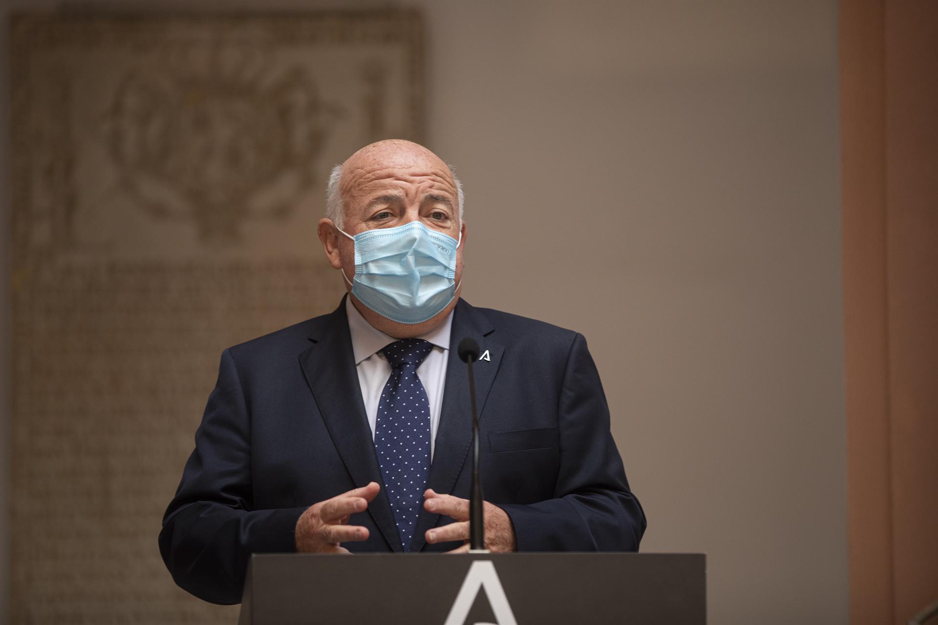Aguirre critica la nueva regulación sobre mascarillas: «No hay evidencia de que en el bolsillo sea efectiva»