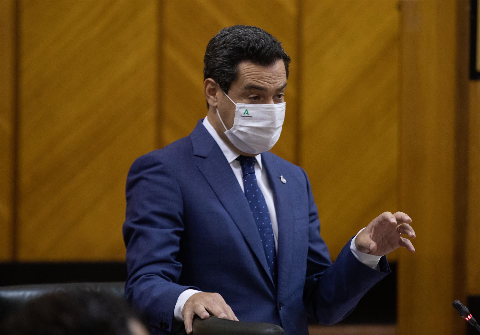 Adelante critica la «perturbadora» contratación de la Junta y Moreno le afea querer «embarrar con no sé qué corrupción»