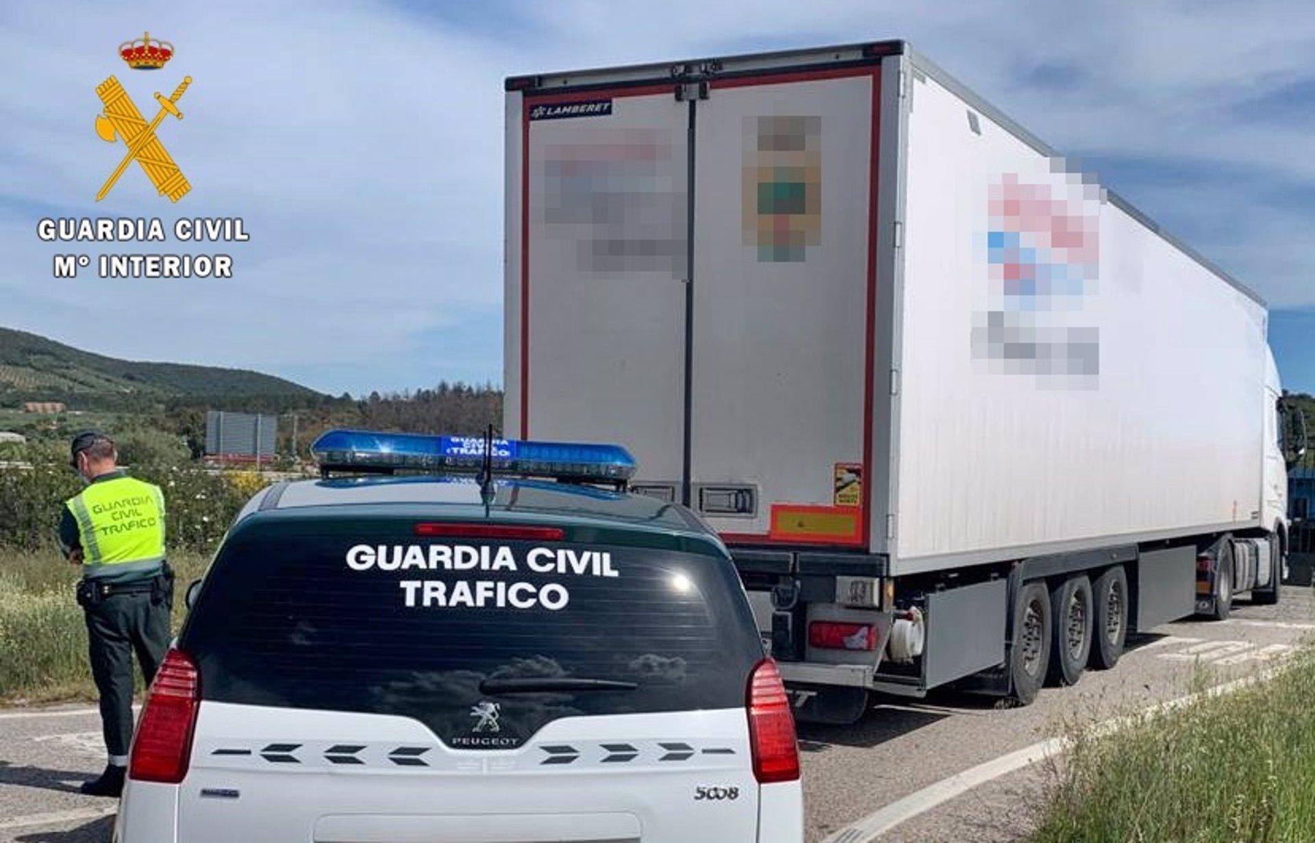 Investigado un camionero por manipular el tacógrafo con un imán para falsear los tiempos de descanso
