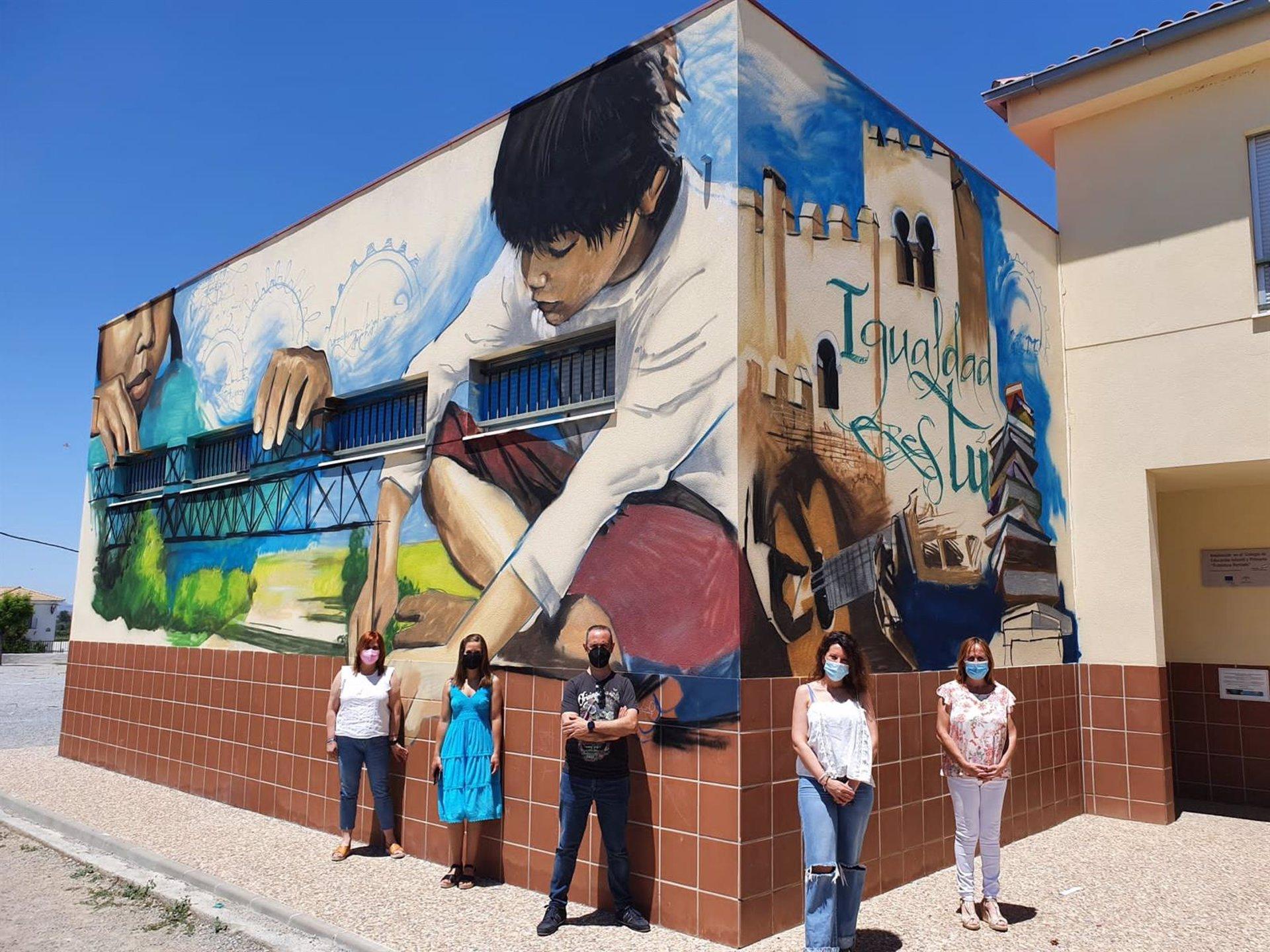 Un mural en Láchar de 'El niño de las pinturas' reivindica el arte como herramienta de inclusión social