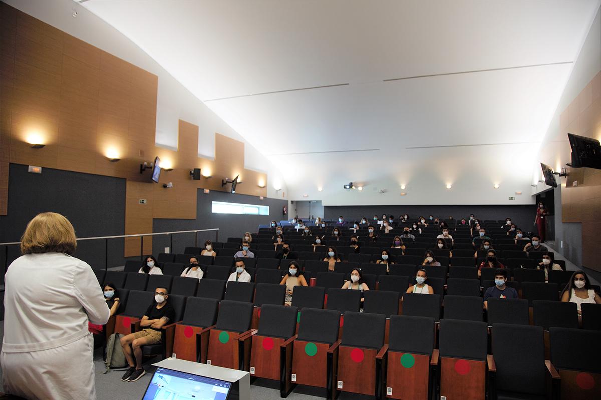 Un total de 94 especialistas internos residentes se incorporan al Clínico San Cecilio para completar su formación
