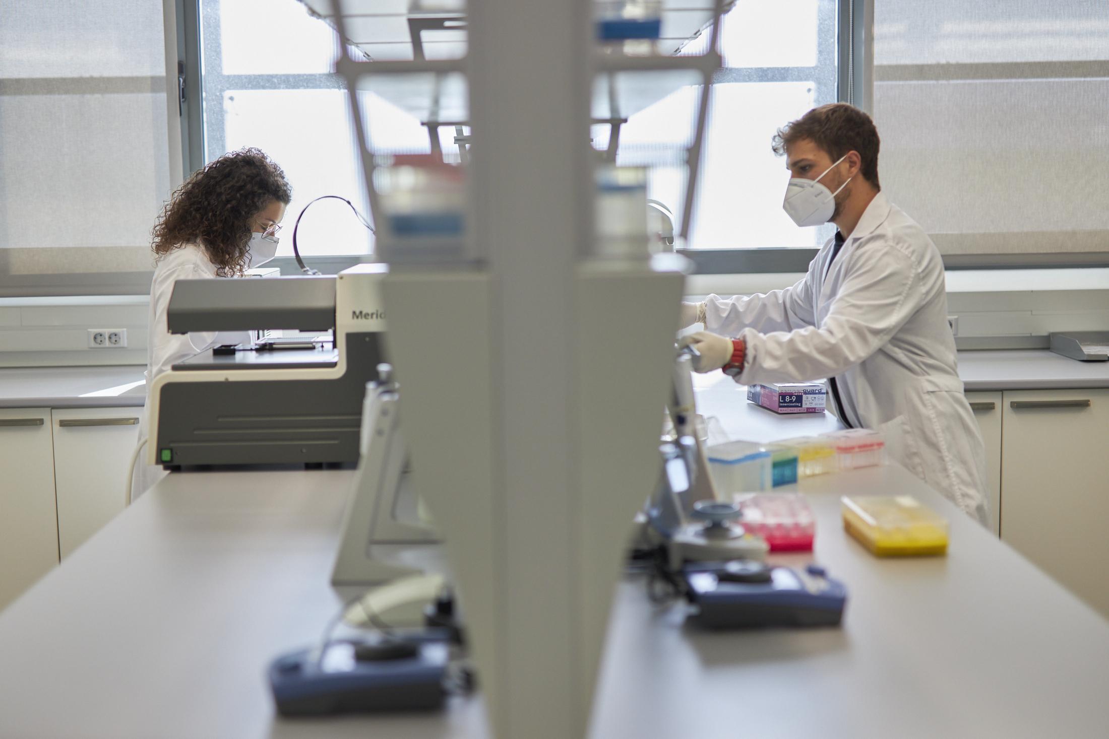 La UGR convoca 199 plazas de investigadores gracias a 15 millones de euros de los fondos europeos Next Generation