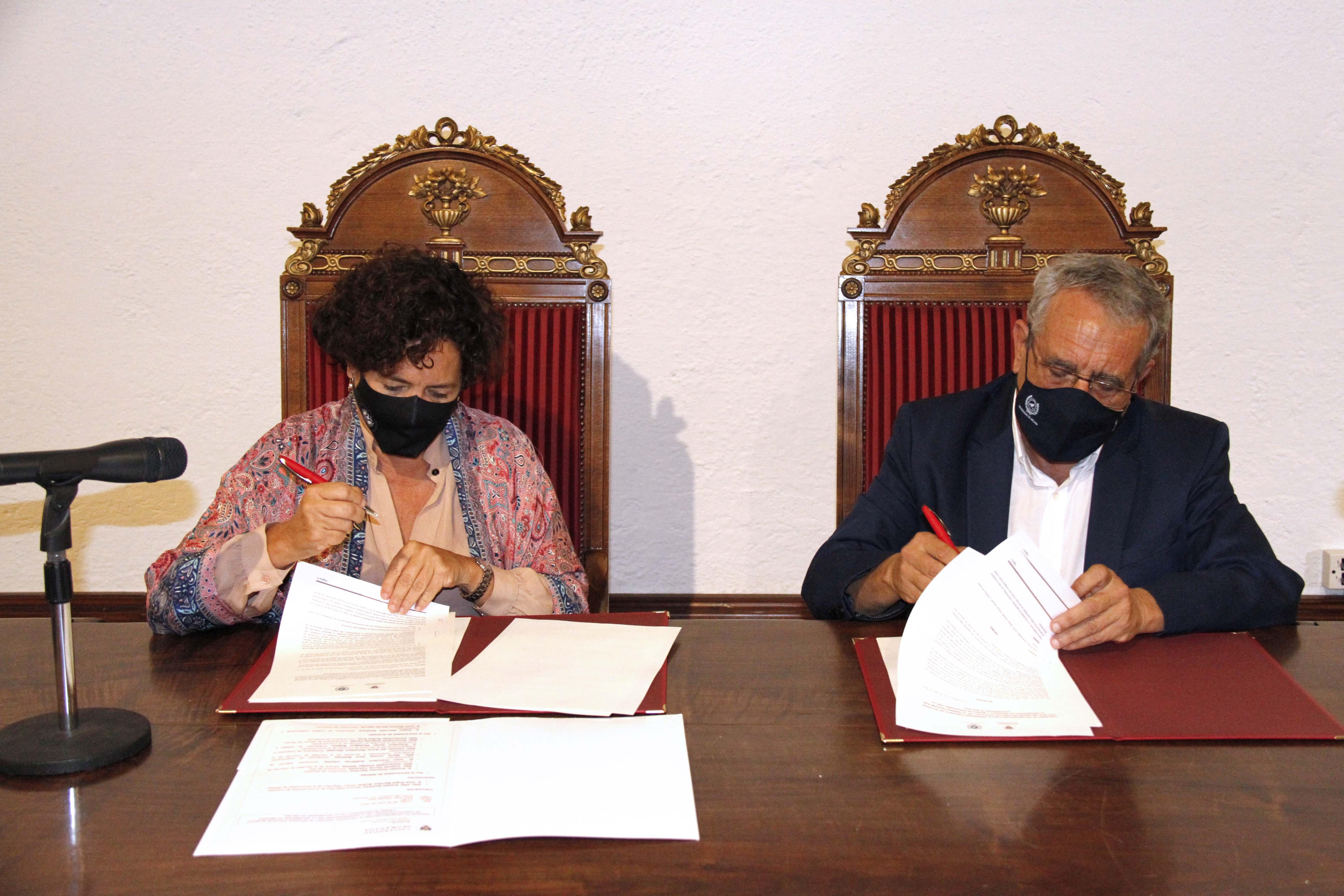 UGR y UMA firman el convenio para la implantación, a partir del curso 2022-2023, del doble grado en Ciencias Políticas y de la Administración y Periodismo