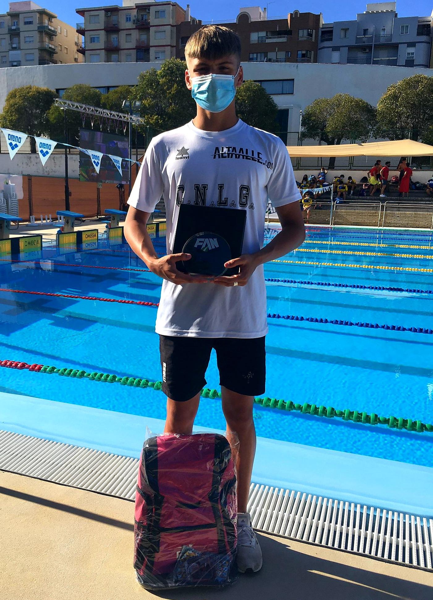 El nadador vegueño Alex Nurminen logra tres nuevas medallas en el Campeonato de Andalucía Infantil