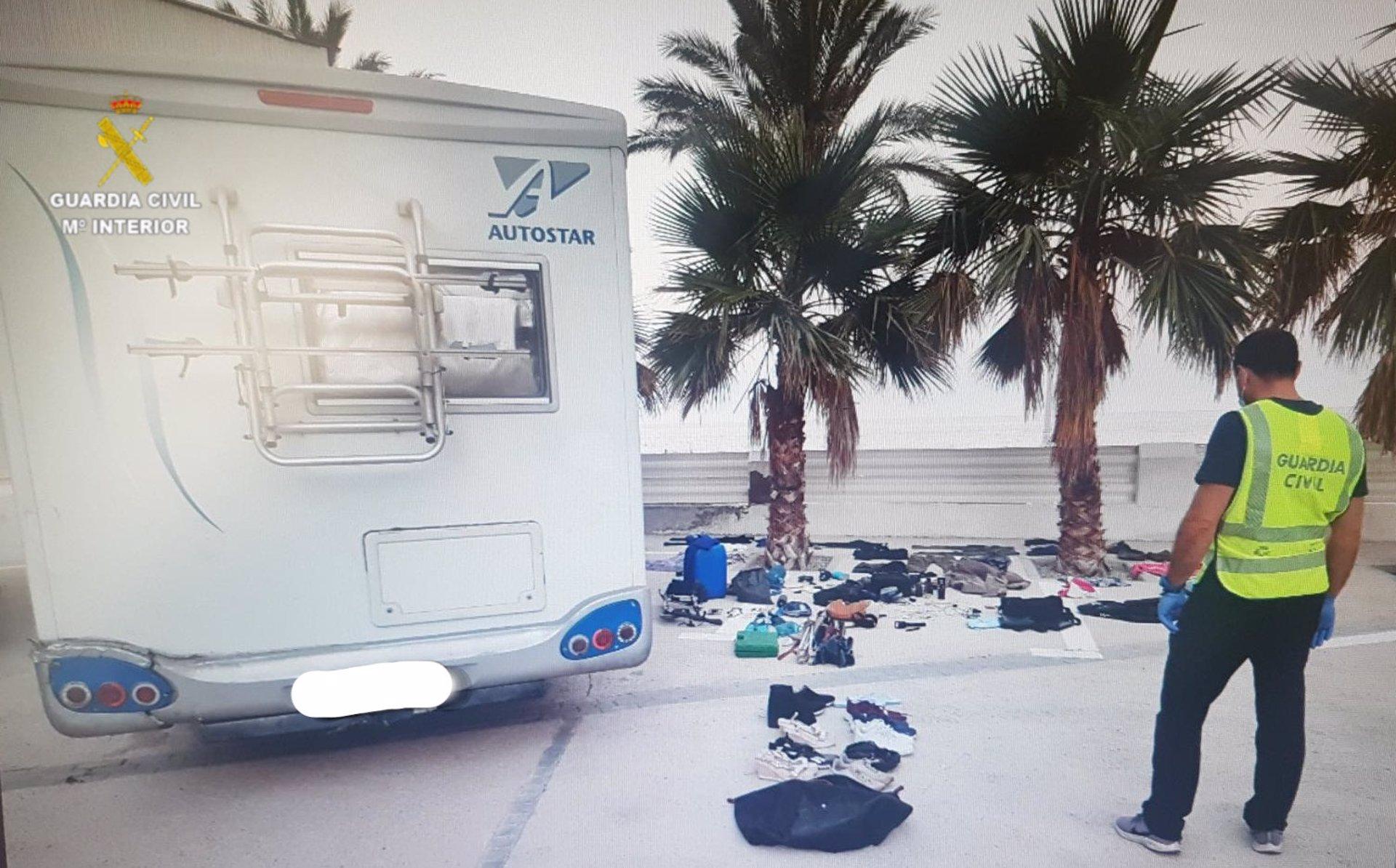 Detenida una pareja que simulaba hacer turismo familiar en autocaravana para robar en otros vehículos