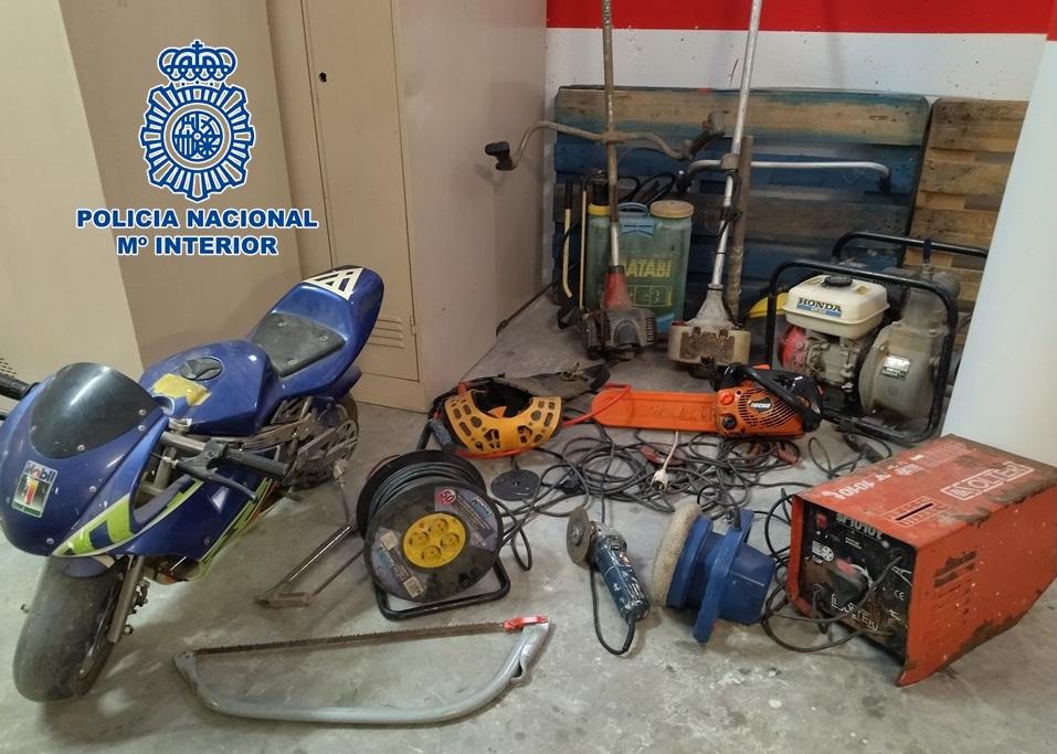Detenida una pareja que robó en varios en cortijos de Motril y a cuyos propietarios amenazó posteriormente