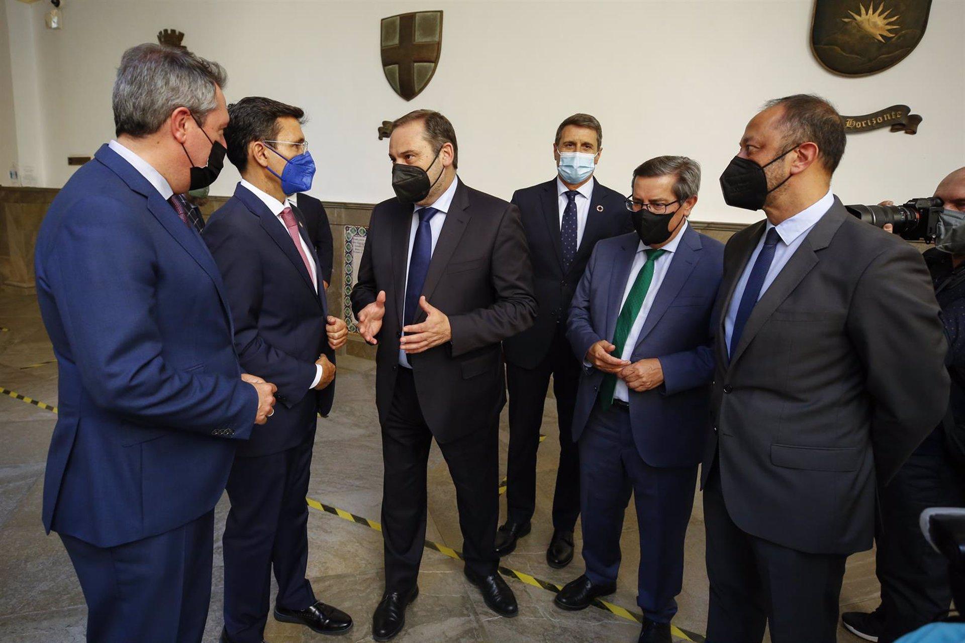 Ábalos afirma que con la investidura de Cuenca como alcalde se «recupera la normalidad» en Granada