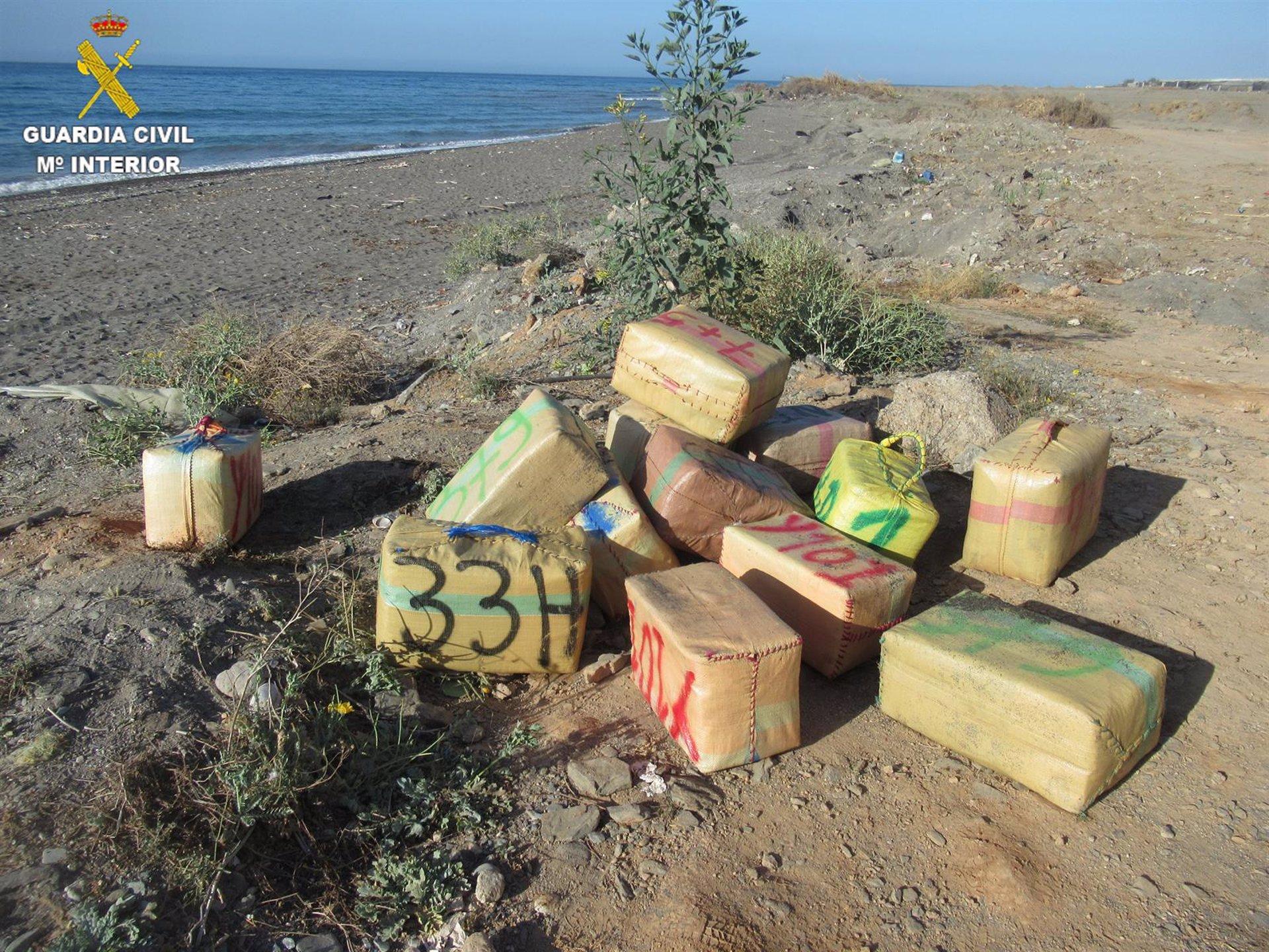Localizado uno de los implicados en el alijo de hachís interceptado en una playa de Albuñol