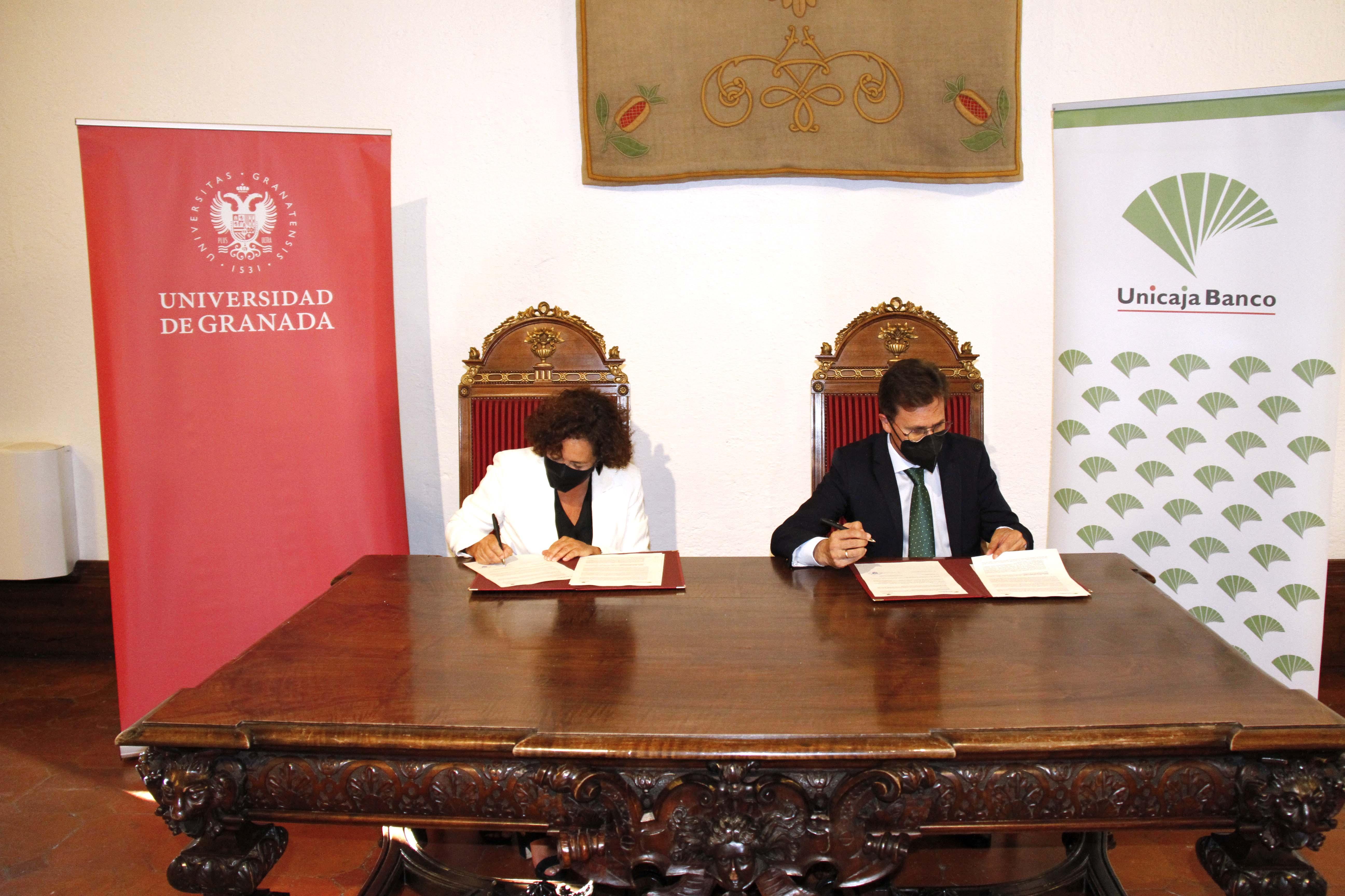 Unicaja Banco ofrece un año más a los estudiantes de la UGR una línea de financiación de dos millones de euros, con un 0% de interés, para facilitarles el pago de la matrícula