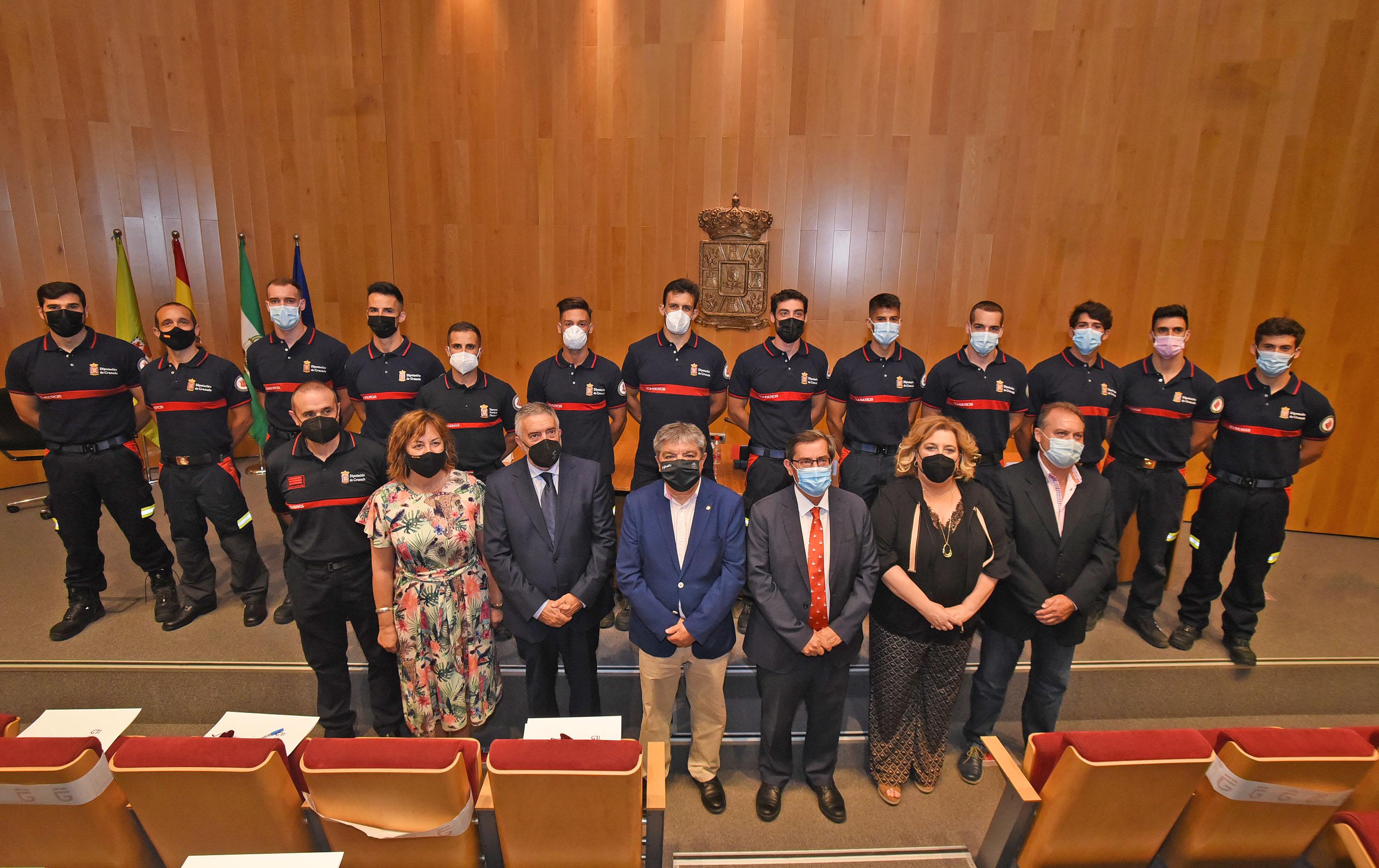Trece nuevos bomberos toman posesión como funcionarios de la Agencia Provincial de Extinción de Incendios