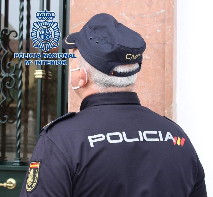 La Policía alerta de la localización de marcas de pegamento en las puertas de entrada a los domicilios vacíos