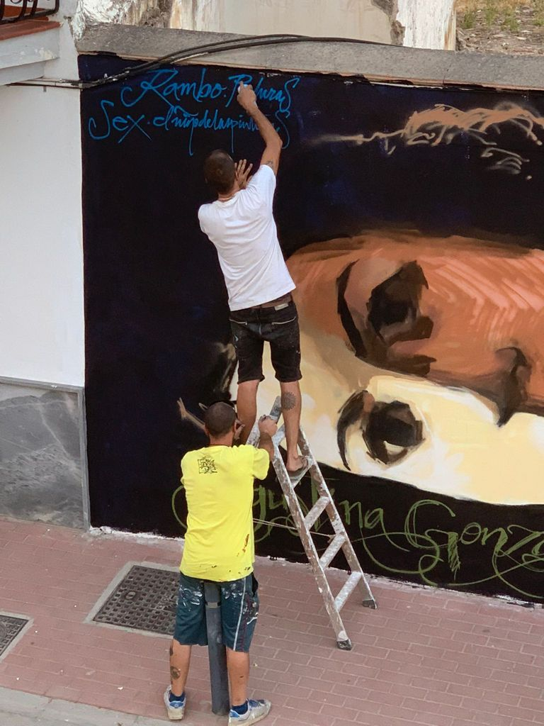 'El Niño de las Pinturas' dedica un graffiti en Vegas del Genil a mujeres granadinas referentes