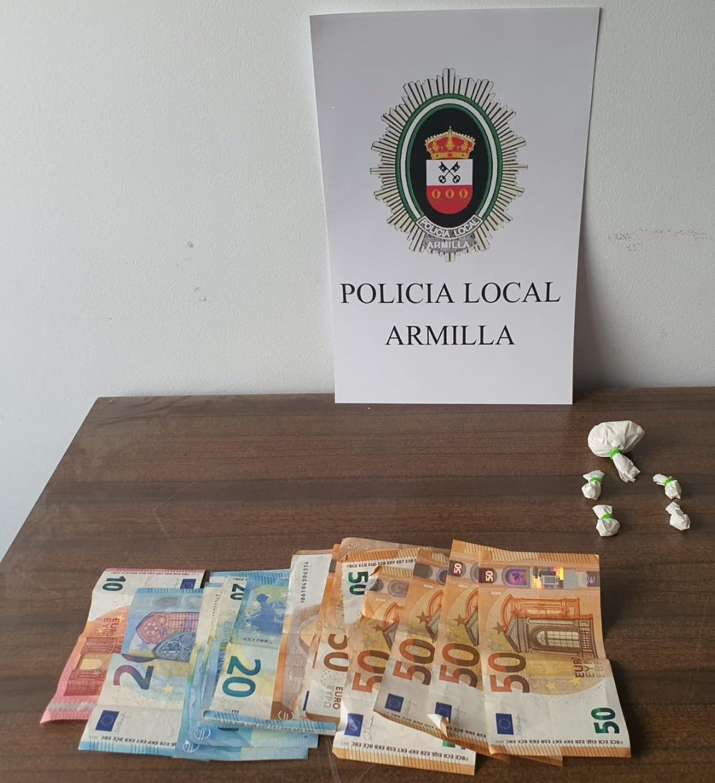 La Policía Local de Armilla detiene a un individuo por un presunto delito contra la salud pública