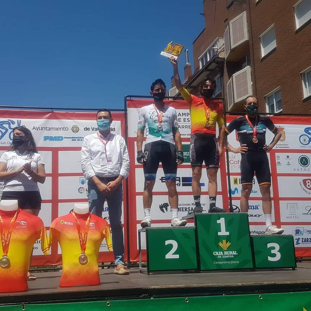 El ciclista montefrieño David Romero gana el Campeonato de España por tercera vez con 49 años