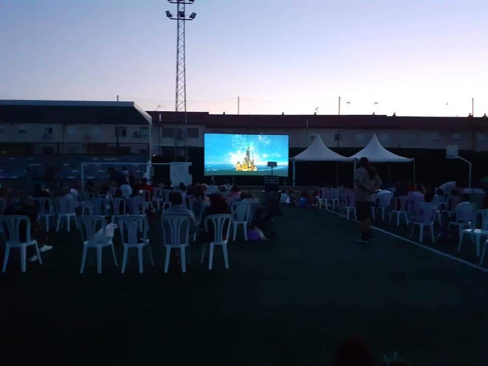 Vegas del Genil organiza este verano 'cine al fresquito' en sus tres barriadas