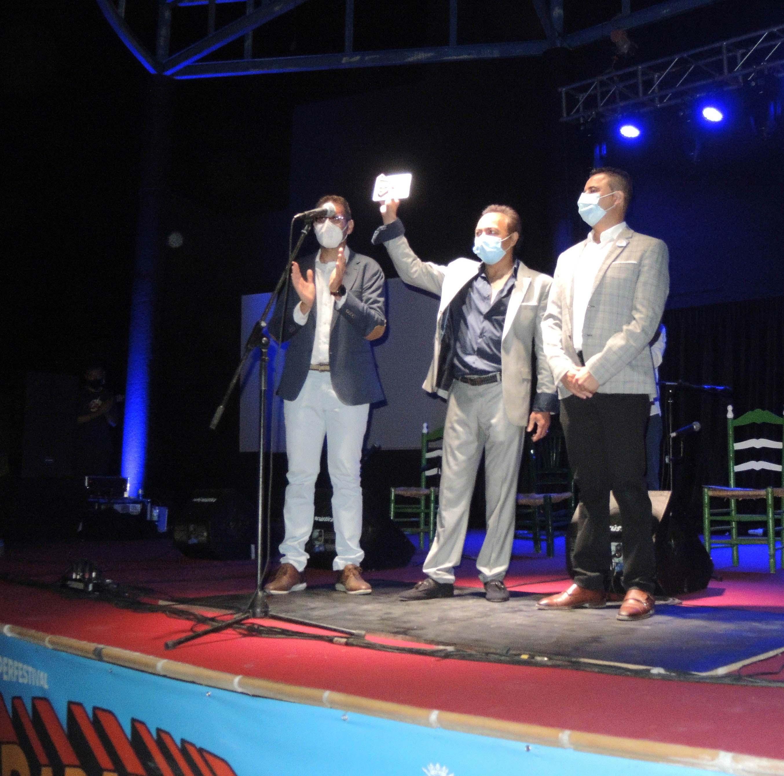 Morenito de Illora recibe un homenaje en la Inauguración del Parapandafolk