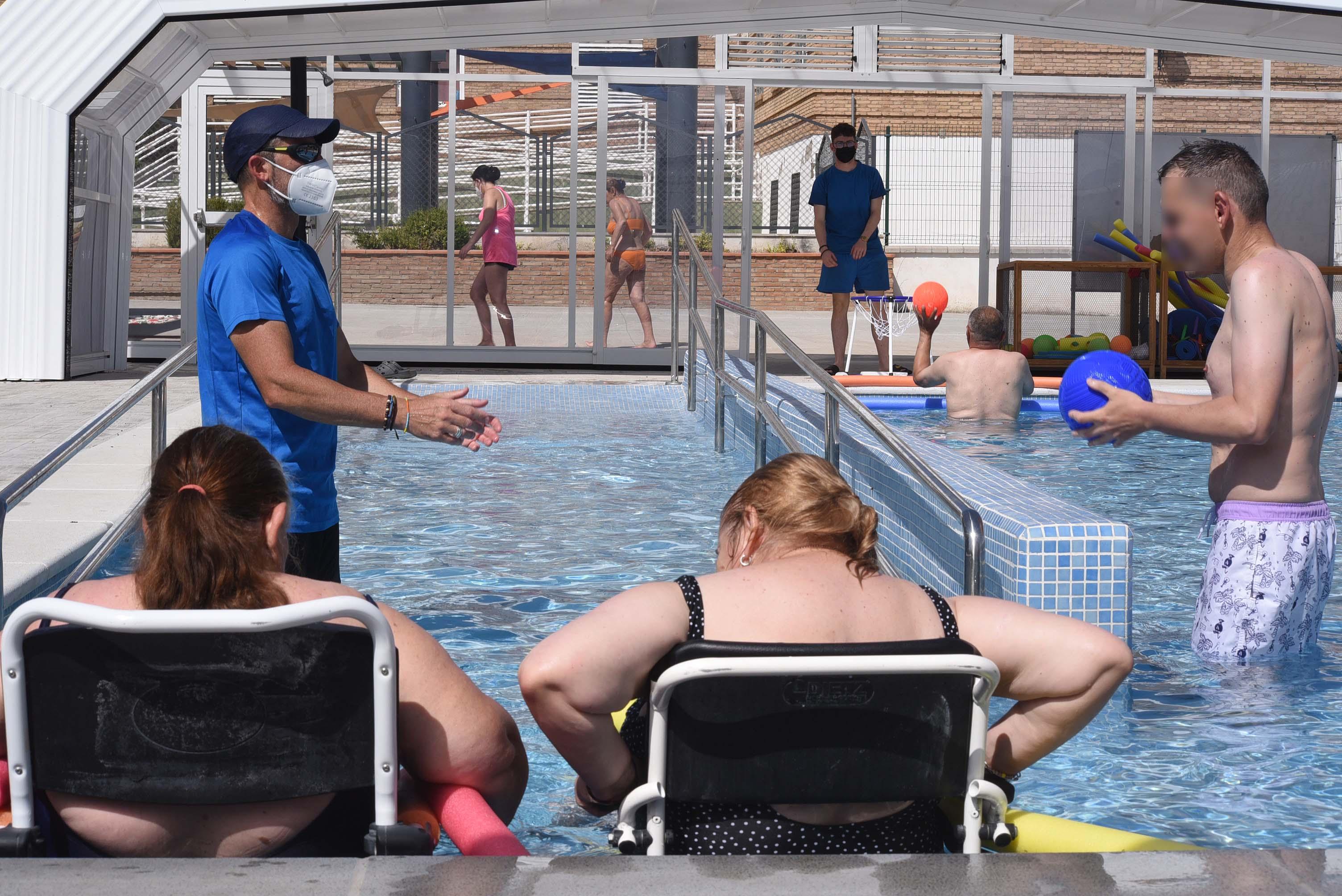 Inaugurada la piscina terapéutica de los Centros Sociales de la Diputación