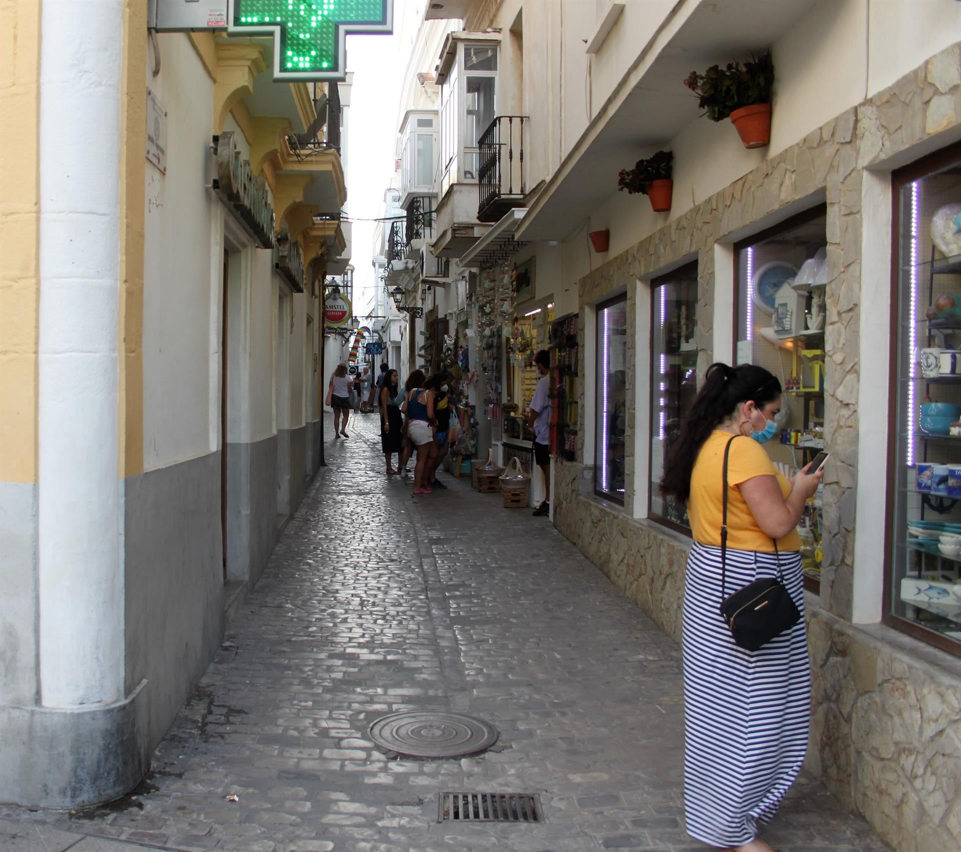 Conil (Cádiz), Villanueva (Córdoba) y Marbella superan tasa mil a un día de revisar posible toque de queda