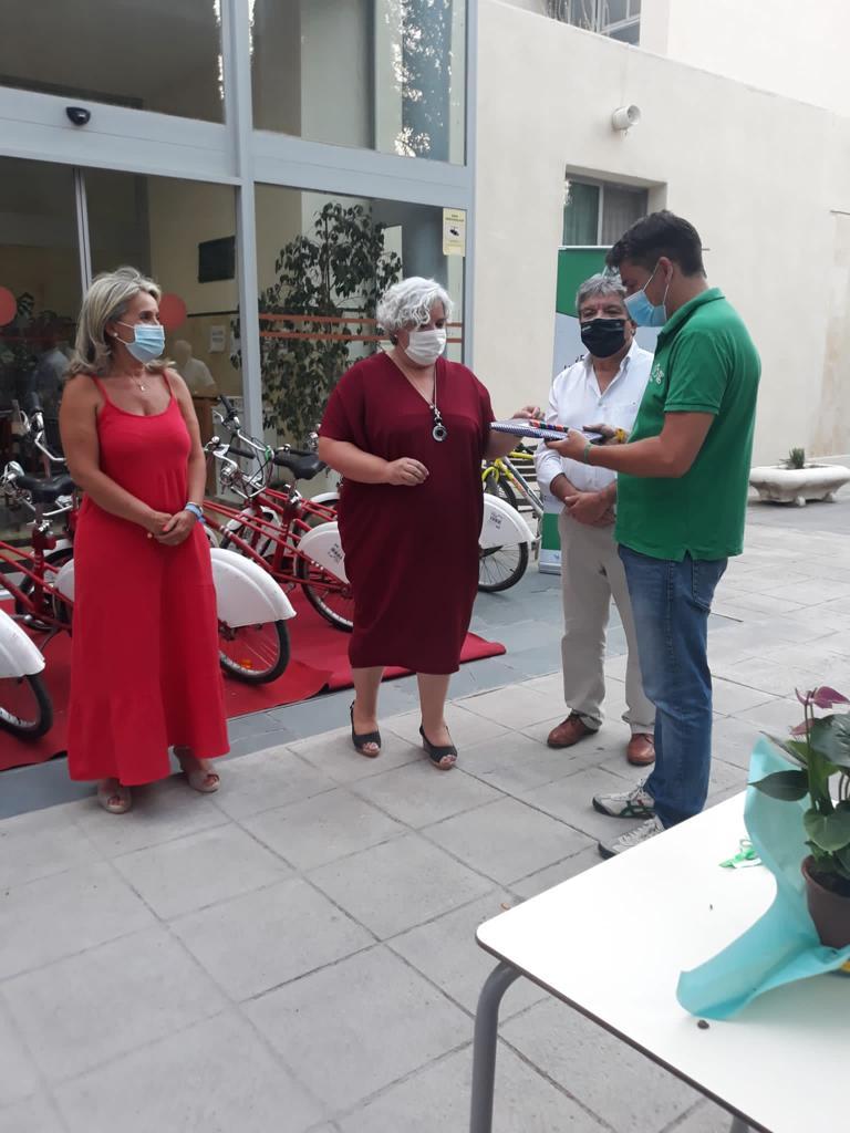 La Fundación Alberto Contador dona doce bicicletas a la Residencia Rodríguez Penalva de Diputación