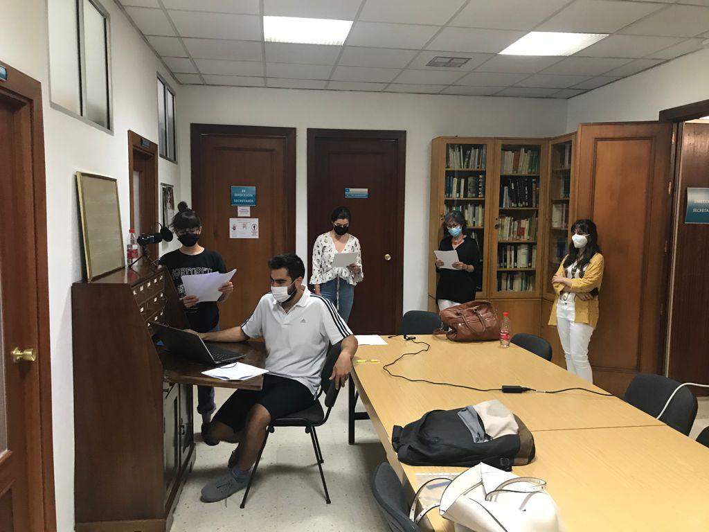 Estudiantes del Grado en Estudios Árabes e Islámicos de la UGR graban podcasts de literatura árabe como herramienta docente y divulgativa