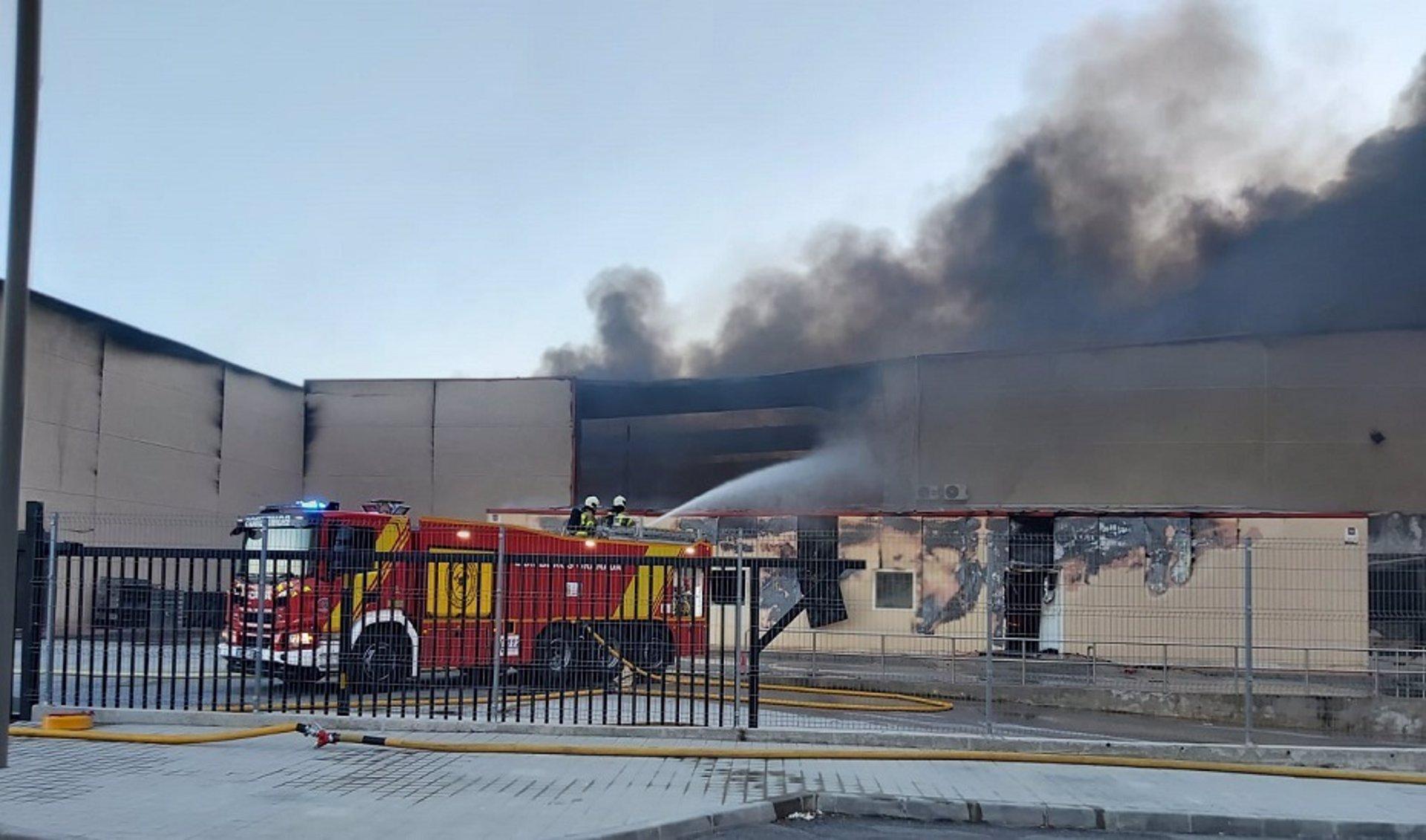 Controlado el incendio del secadero de jamones en Otura