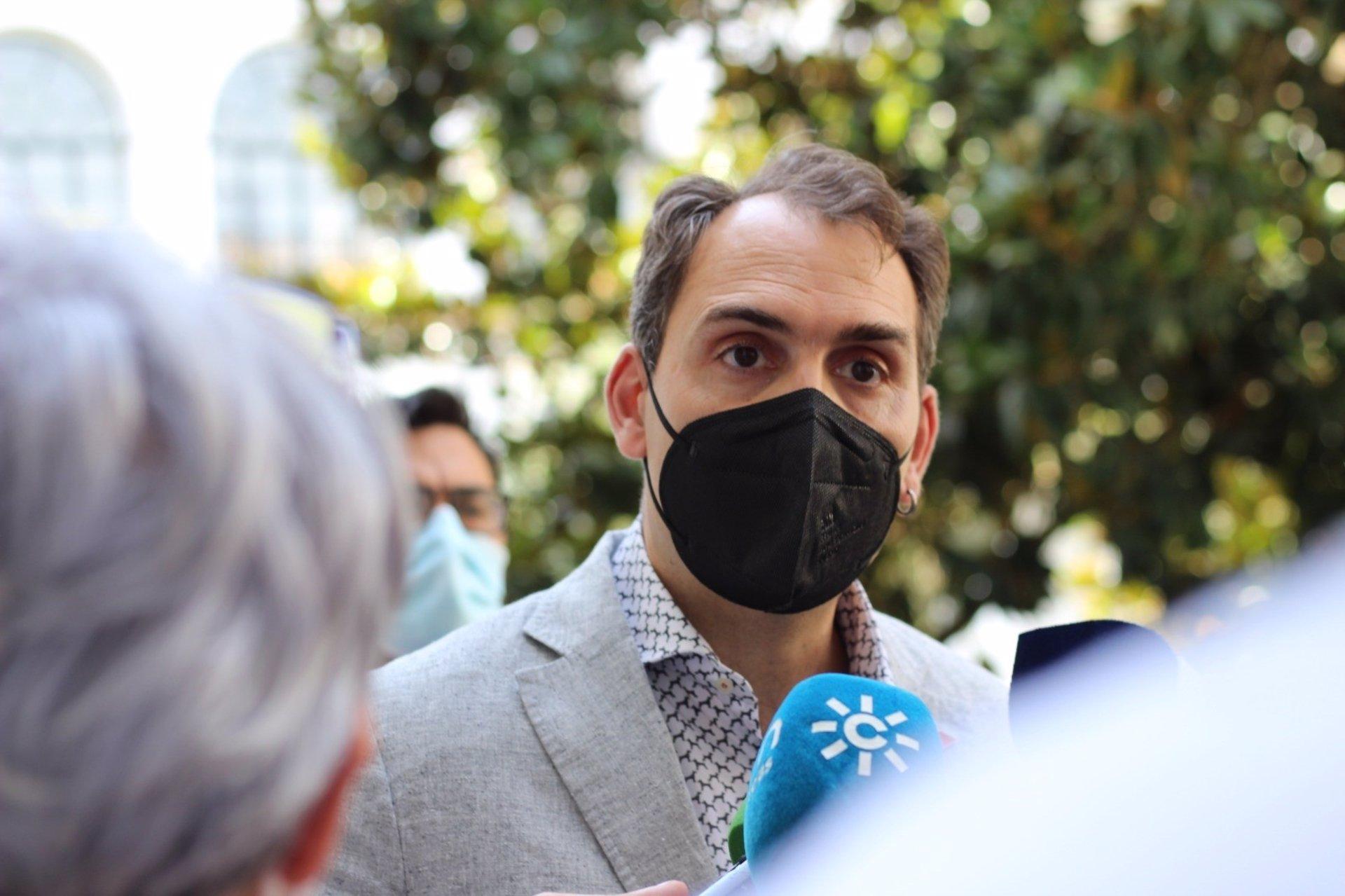 Valero (IU) percibe «ridículo de las derechas en Granada» y espera «desbloqueo» tras la renuncia de Salvador