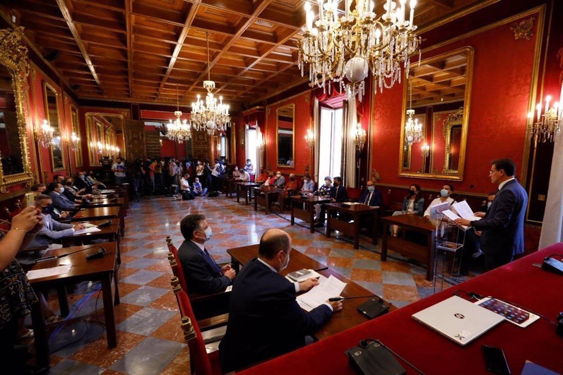 Salvador formaliza su renuncia reprochando a PP y exediles de Cs su salida del gobierno «por pura ambición»