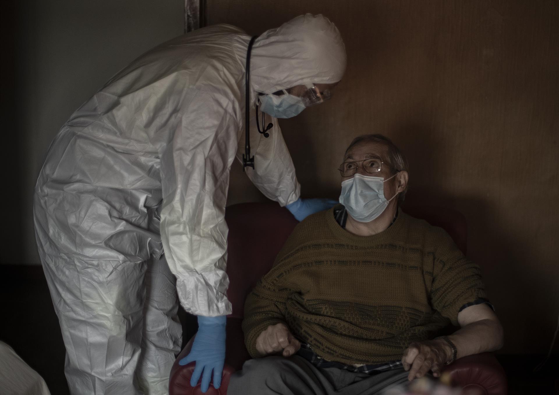 Andalucía baja a 459 hospitalizados, 54 menos en una semana, y los pacientes en UCI caen a 115, siete menos