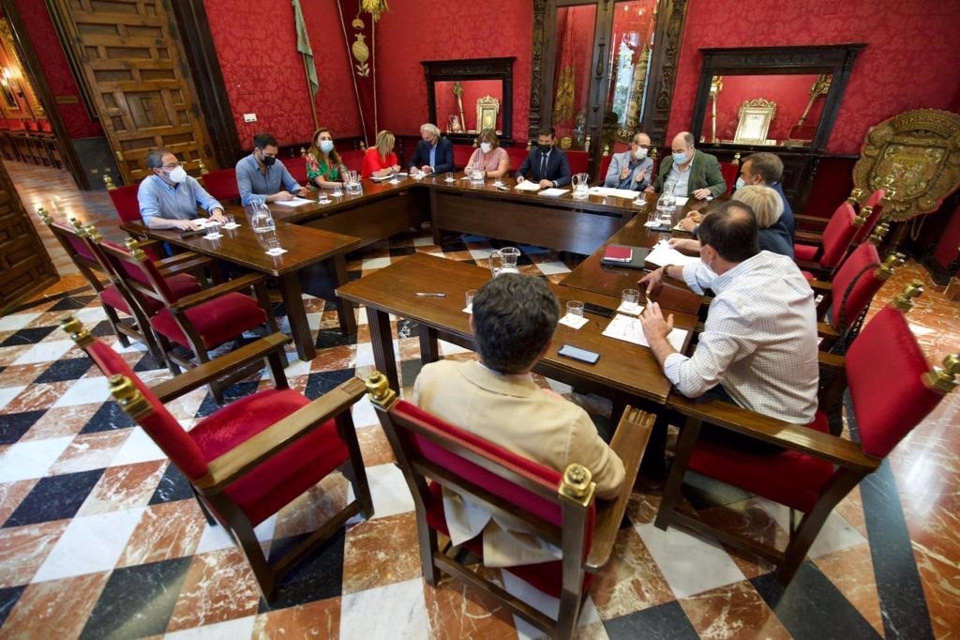La Junta de Gobierno Local aprueba el pago de más de siete millones de euros «a pequeñas y mediana empresas»