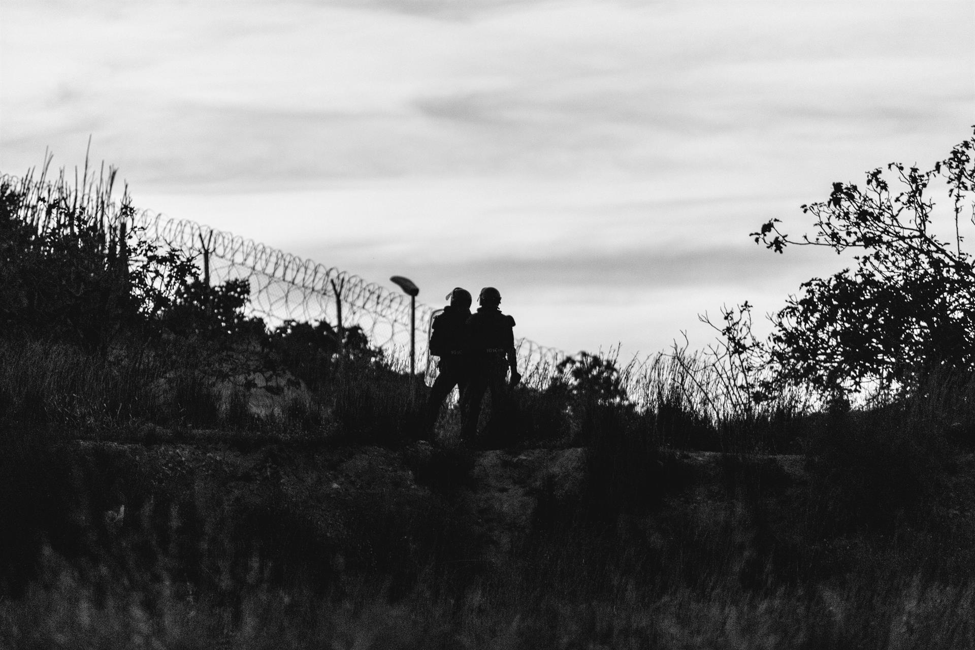 Heridos tres guardias civiles en el salto a Melilla de 238 migrantes subsaharianos